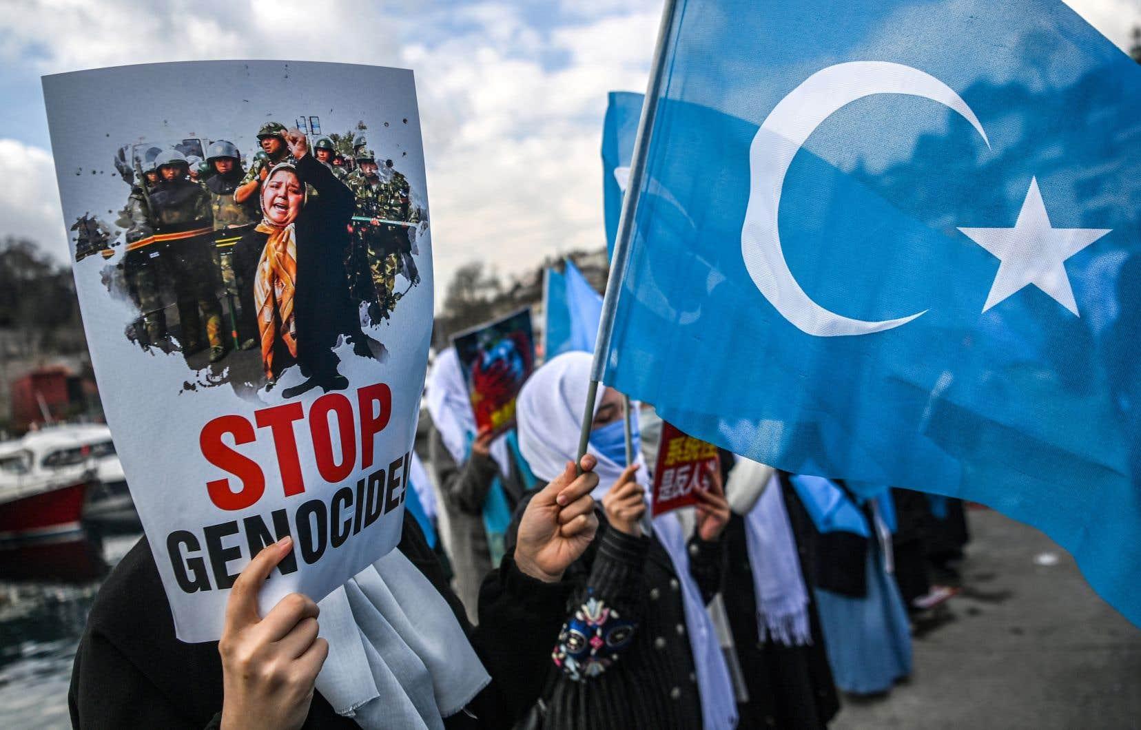 Des manifestations contre l'exploitation de la minorité ouïgoure en Chine ont lieu partout dans le monde, comme ici en Turquie.
