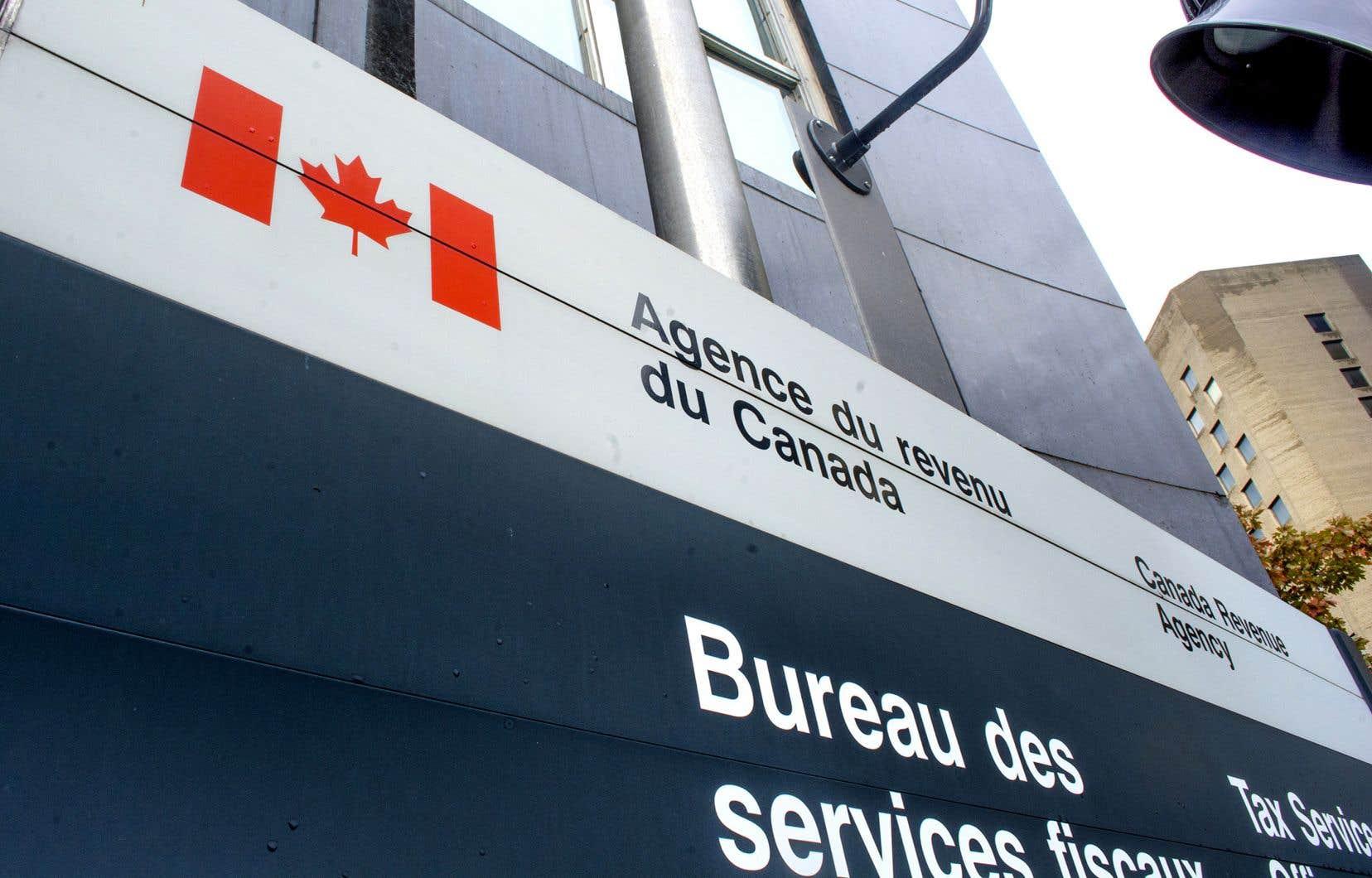 Seulement 34% des artistes ont reçu la PCRE, une aide financière administrée par l'Agence de revenu du Canada.