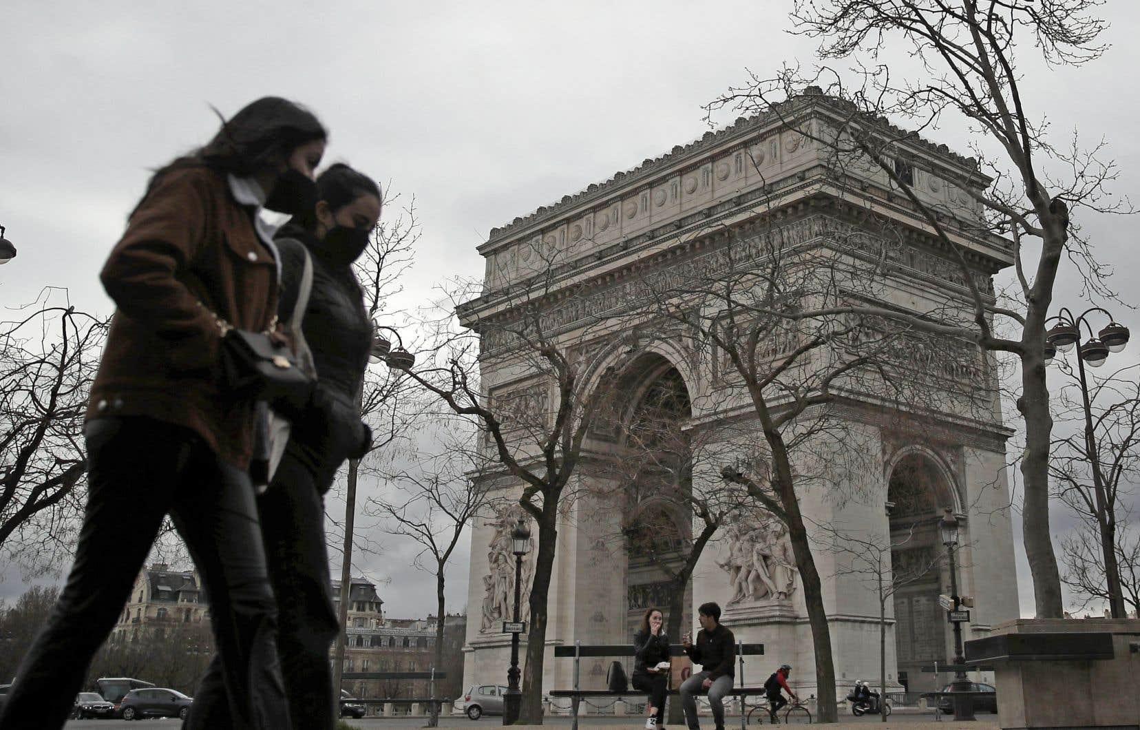 Depuis vendredi, on n'a pas l'impression qu'il y a moins de monde dans les rues de Paris. La plupart des Parisiens ne sentent guère la différence.