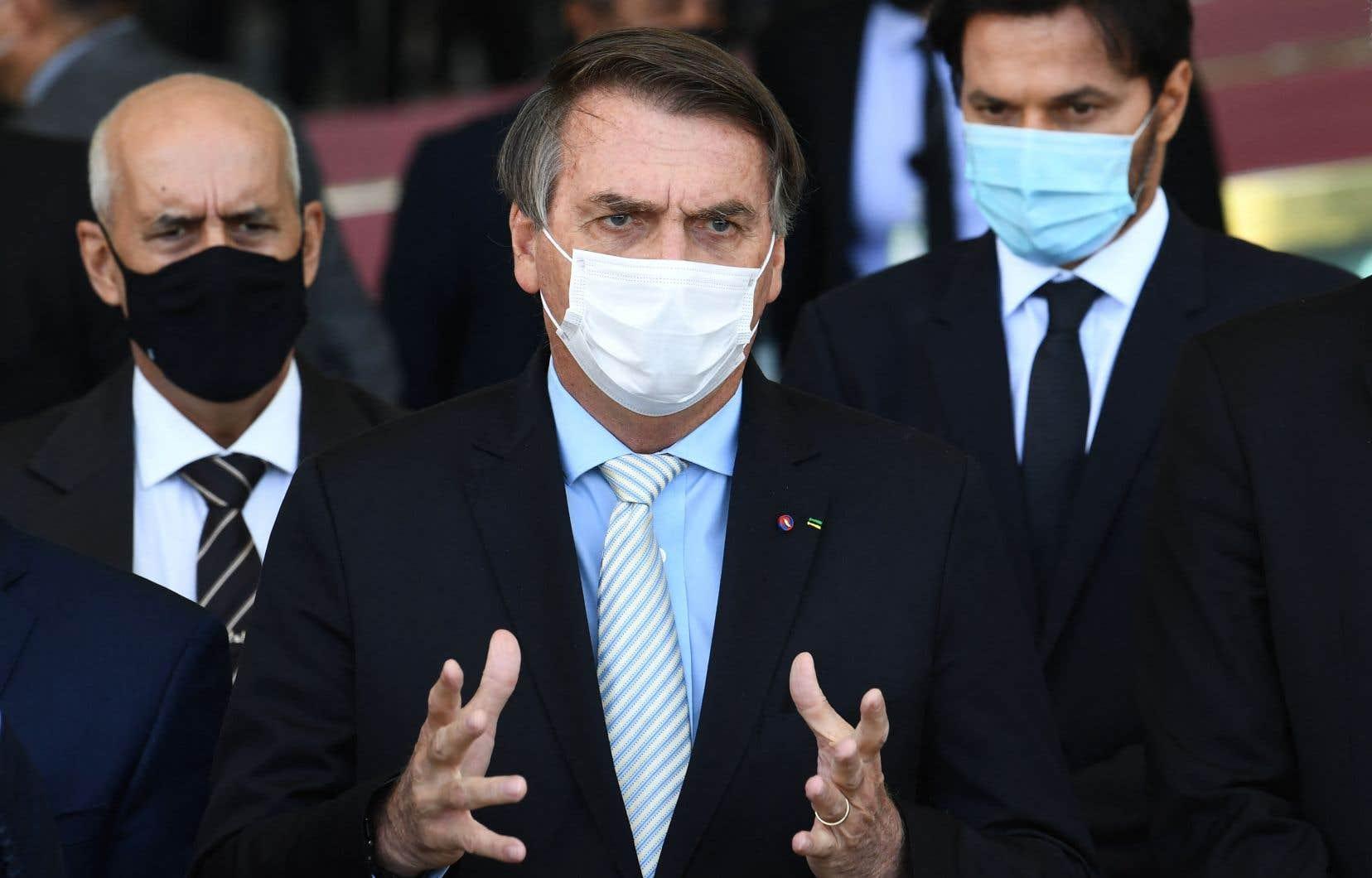 Mercredi, le président Jair Bolsonaro a mis sur pied un comité de crise pour lutter contre la COVID-19, face aux critiques sur sa désinvolture vis-à-vis de la crise sanitaire.