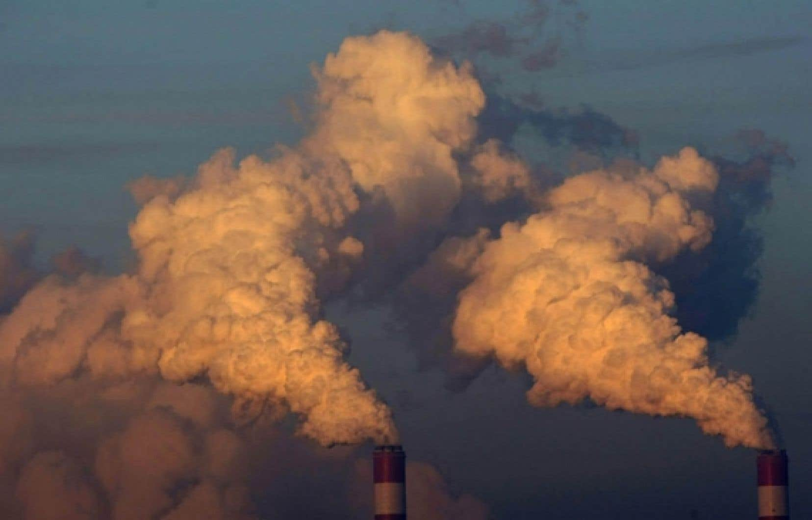 Les partis ayant répondu au questionnaire des écologistes s'entendent pour mettre un prix sur les émissions de carbone, à travers un marché d'échanges de crédits d'émissions basé sur un plafond réglementaire.