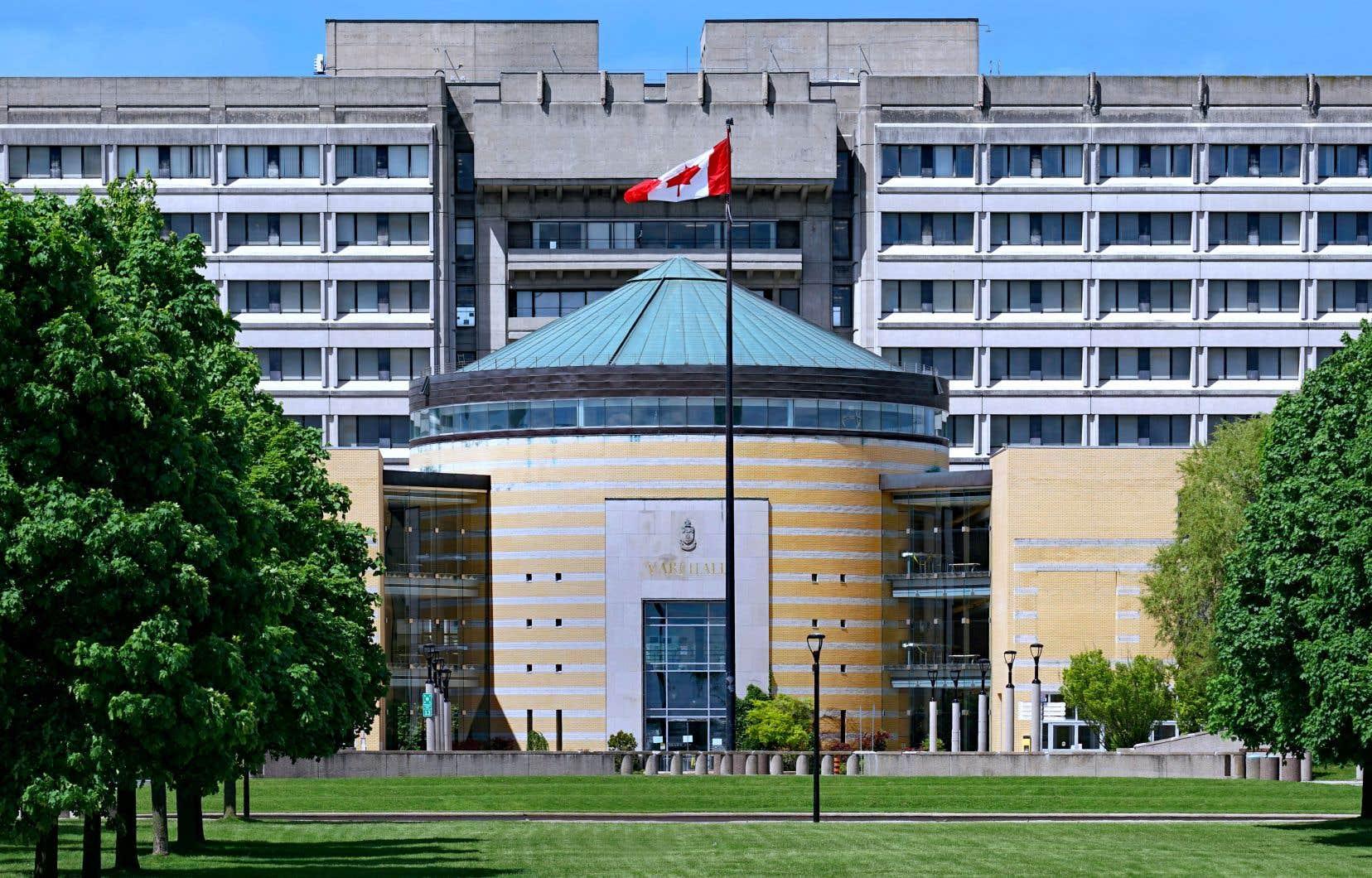 L'unique programme au Canada qui admet depuis 2017 des étudiants sans statut est à l'Université York en Ontario.