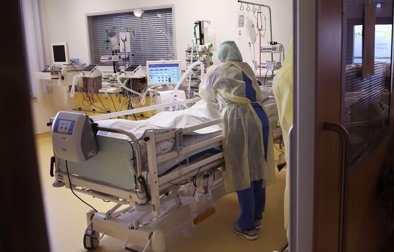 À l'urgence de l'Hôpital général juif, le profil démographique des patients a glissé ces dernières semaines. Certains médecins constatent ce changement et s'inquiètent de la rapidité de la transmission du variant chez les plus jeunes.