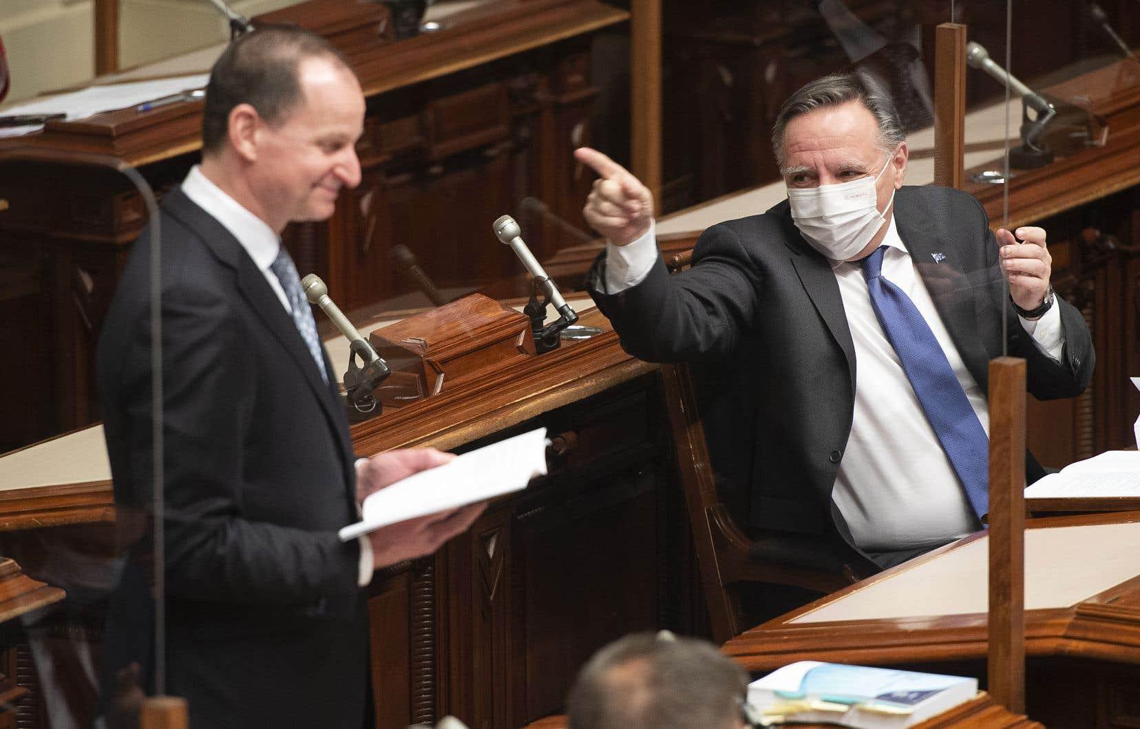 Selon le ministre des finances, Eric Girard (à gauche), le troisième budget du gouvernement caquiste vise à corriger les «vulnérabilités» dans les réseaux de la santé et de l'éducation mises en lumière par la pandémie.