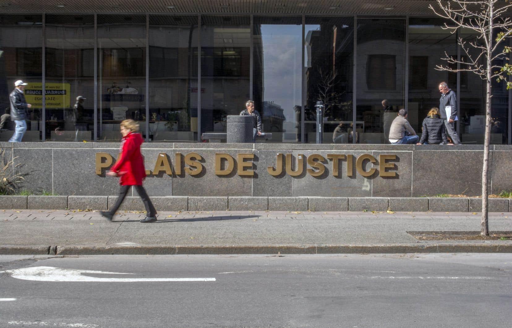 Une accusation de voies de faits sur une deuxième présumée victime aété déposée vendredi matin au Palais de justice de Montréal.