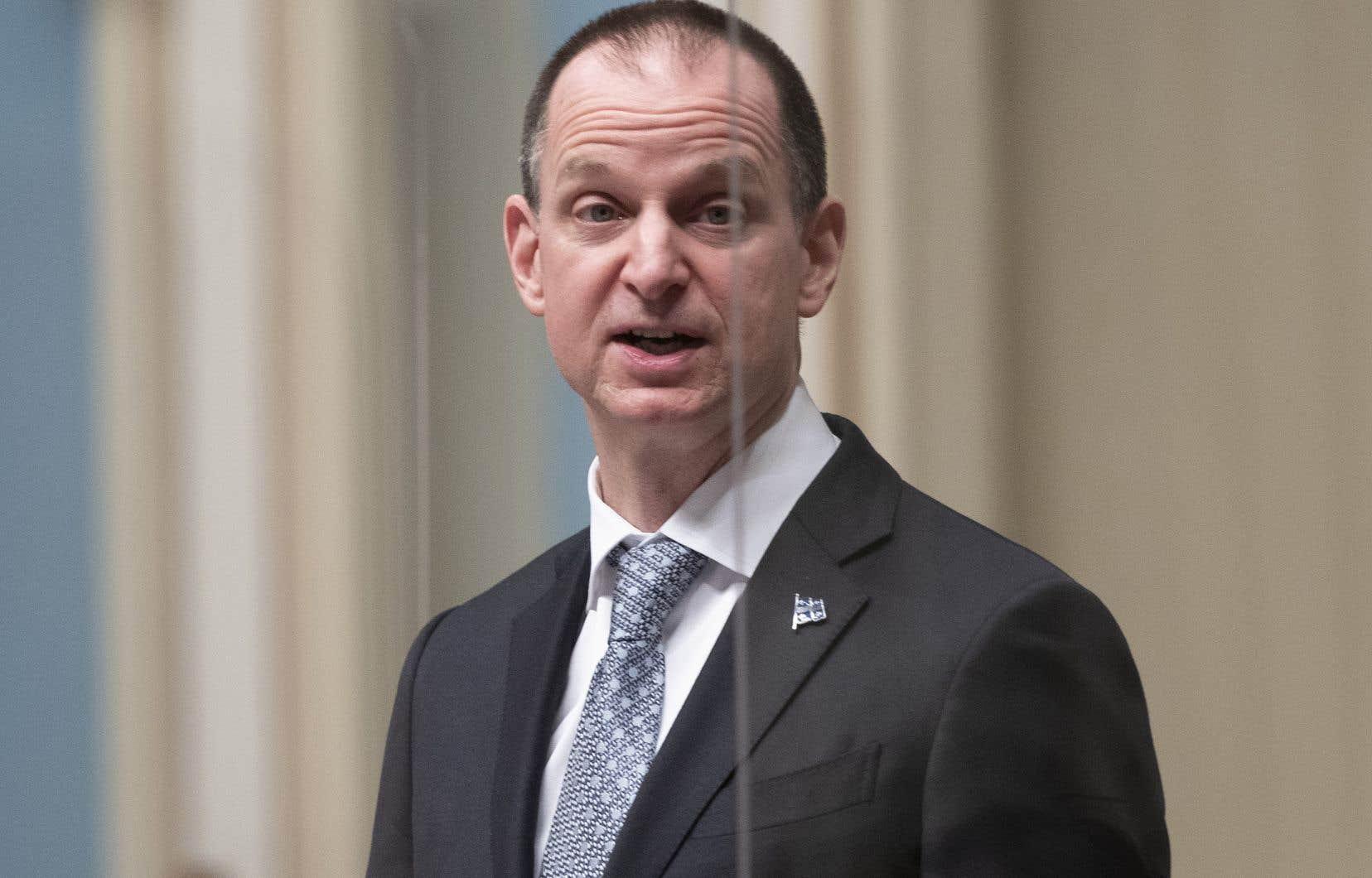 Au lendemain du dépôt de son budget, le ministre des Finances, Eric Girard, a réfuté les critiques de «budget des années1990» et de vieille économie basée sur les secteurs traditionnels qu'ont formulées les partis d'opposition.