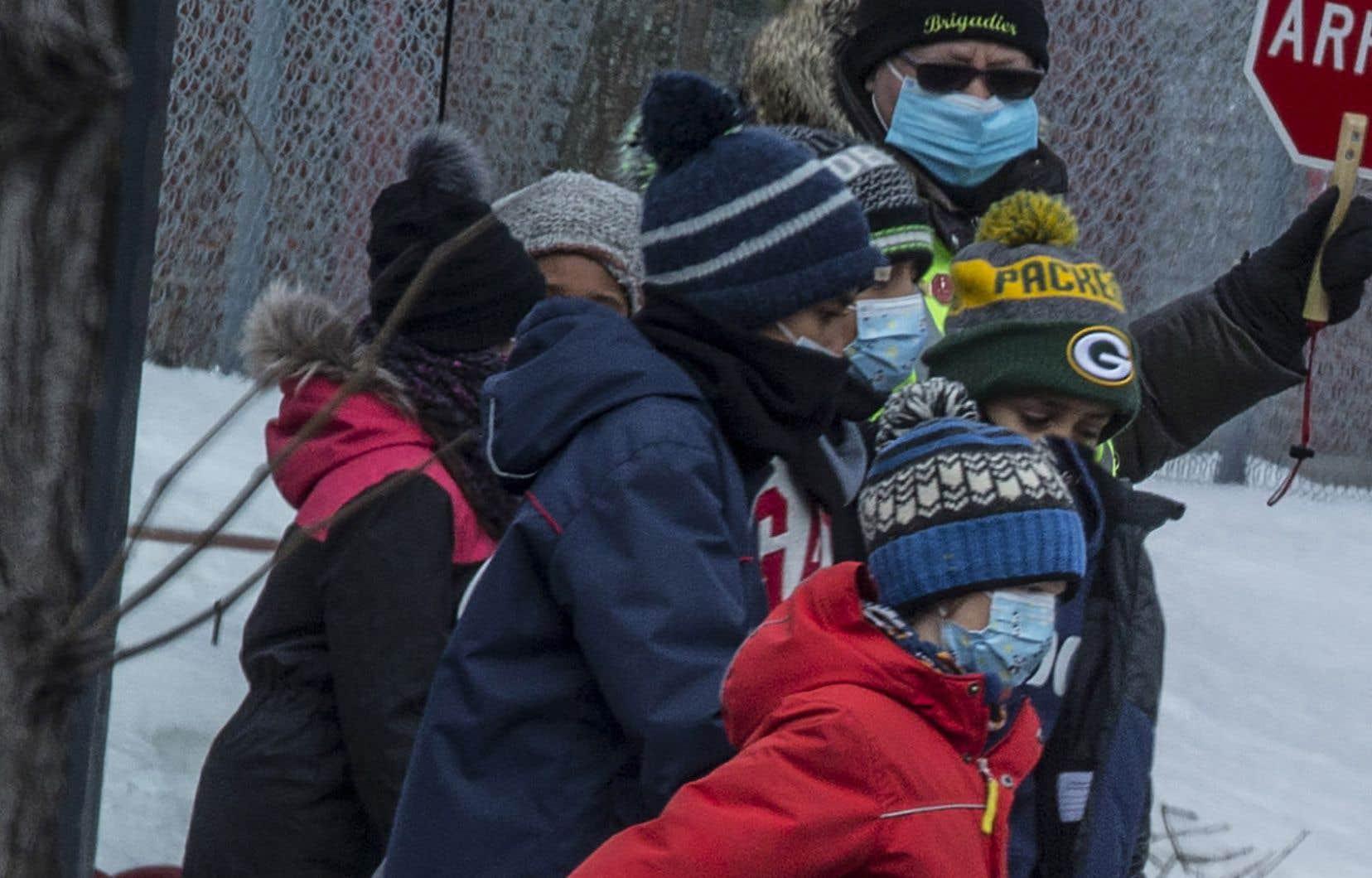 Vendredi, Québec avait demandé le retrait de masques non conformes envoyés dans les écoles et les garderies.