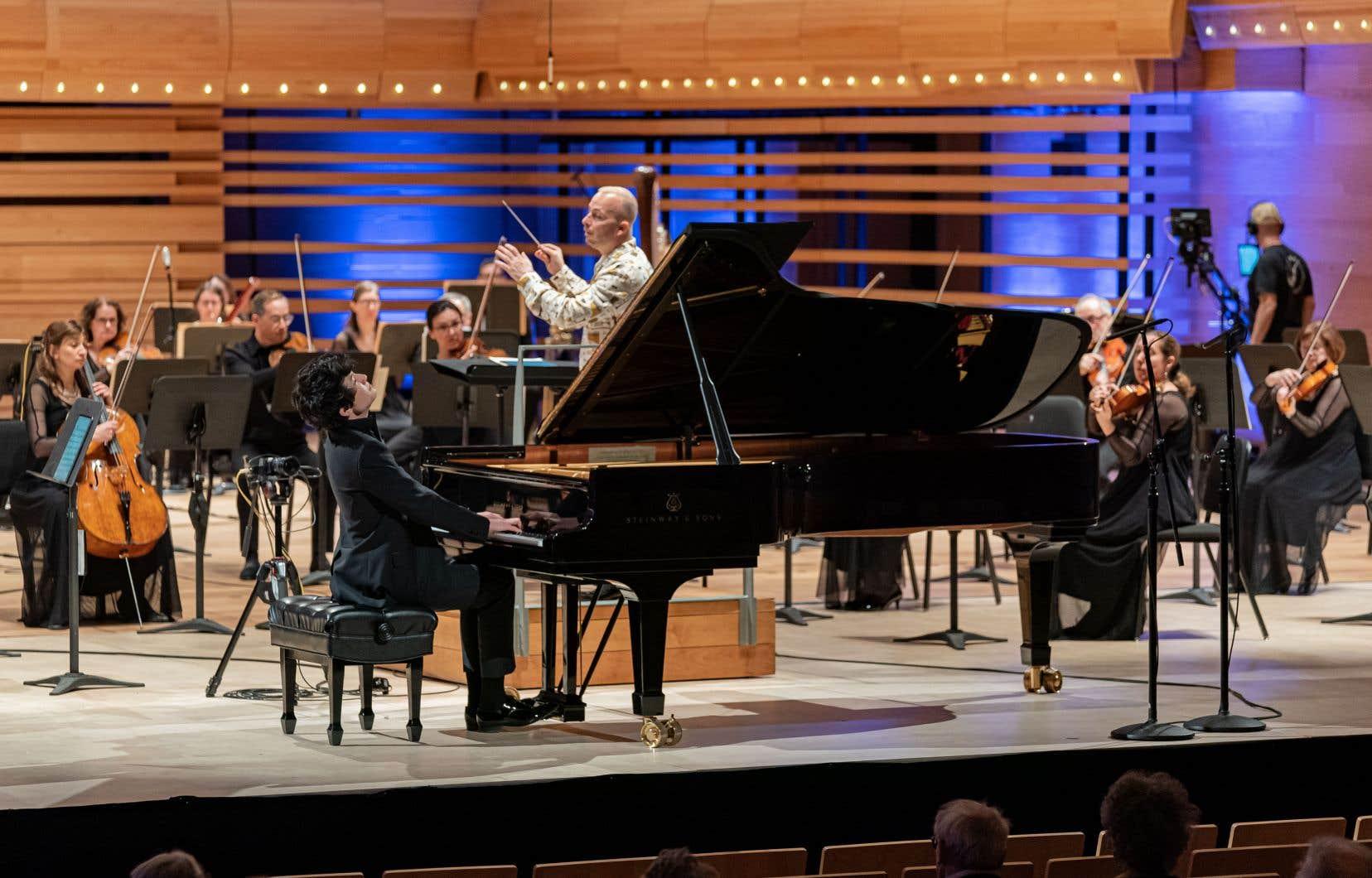 Tony Siqi Yun, le Torontois de 19 ans, vainqueur de la Compétition musicale internationale de Chine, a pu performer sur scène avec l'Orchestre métropolitain.