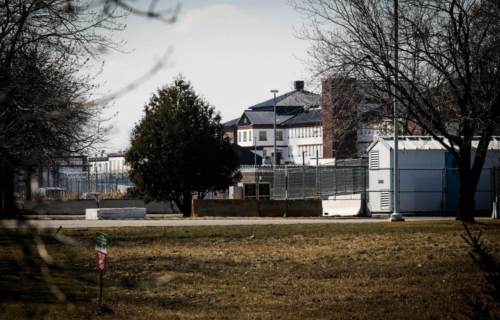 Malgré l'intervention de la protectrice du citoyen, les conditions de détention du pénitencier pour femmes de Laval se sont dégradées, selon plusieurs témoins.