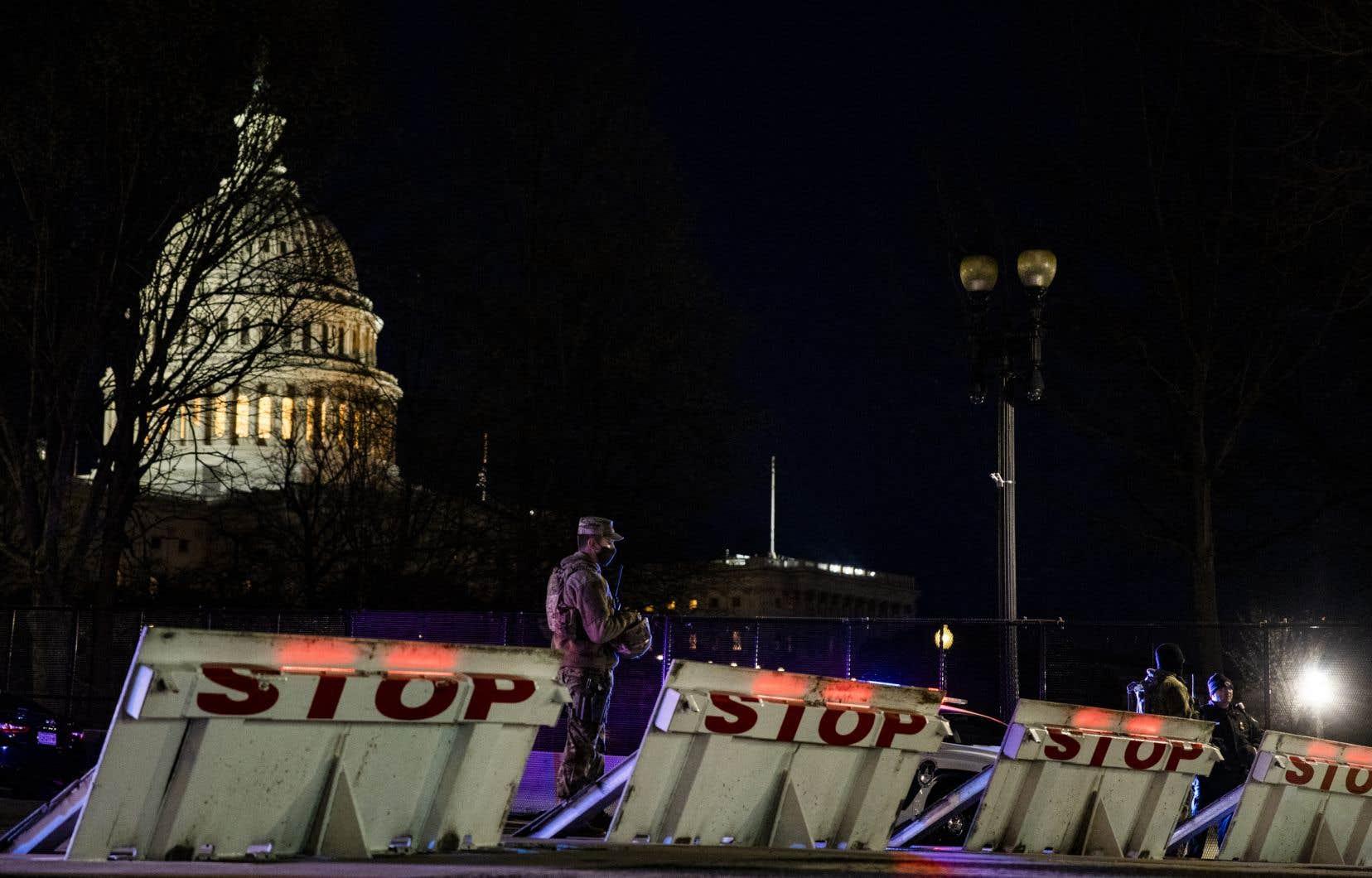 Les autorités ont installé une clôture géante autour du périmètre du Capitole.