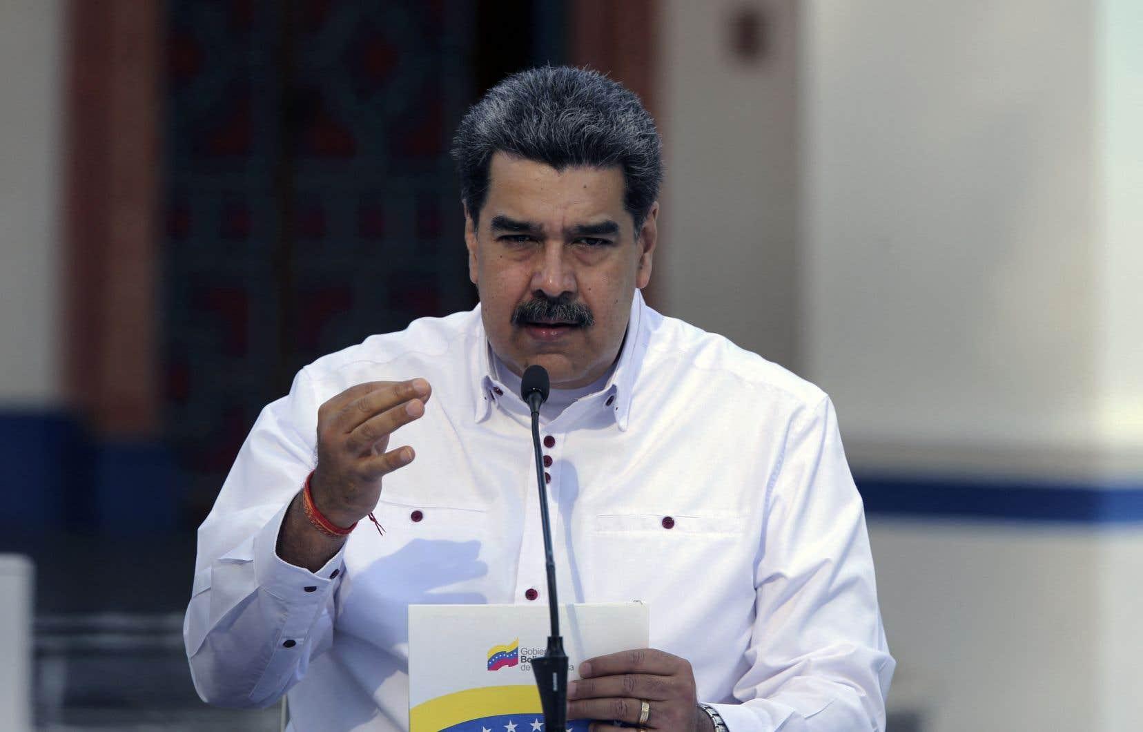 Le Venezuela prépare une «communication» qui sera adressée au «secrétaire général des Nations unies Antonio Guterres […] pour demander une aide immédiate d'urgence des Nations unies […] pour désamorcer les champs de mines laissés par ces groupes irréguliers d'assassins et de narcotrafiquants venus de Colombie», a affirmé M.Maduro dimanche à la télévision publique.