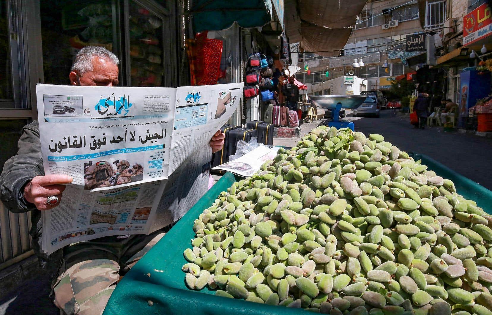 Défrayant la chronique en Jordanie, le complot a éclaté au grand jour samedi avec la mise en cause d'Hamza dans des «activités» pouvant nuire au royaume, puis l'annonce de l'arrestation pour «raisons de sécurité» d'une quinzaine de personnes dont un ex-conseiller du roi.