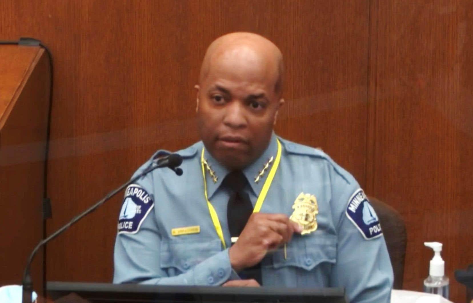 Medaria Arradondo, à la tête des services de police de Minneapolis, a insisté sur l'importance de traiter «avec compassion et dignité» les personnes, y compris les suspects.