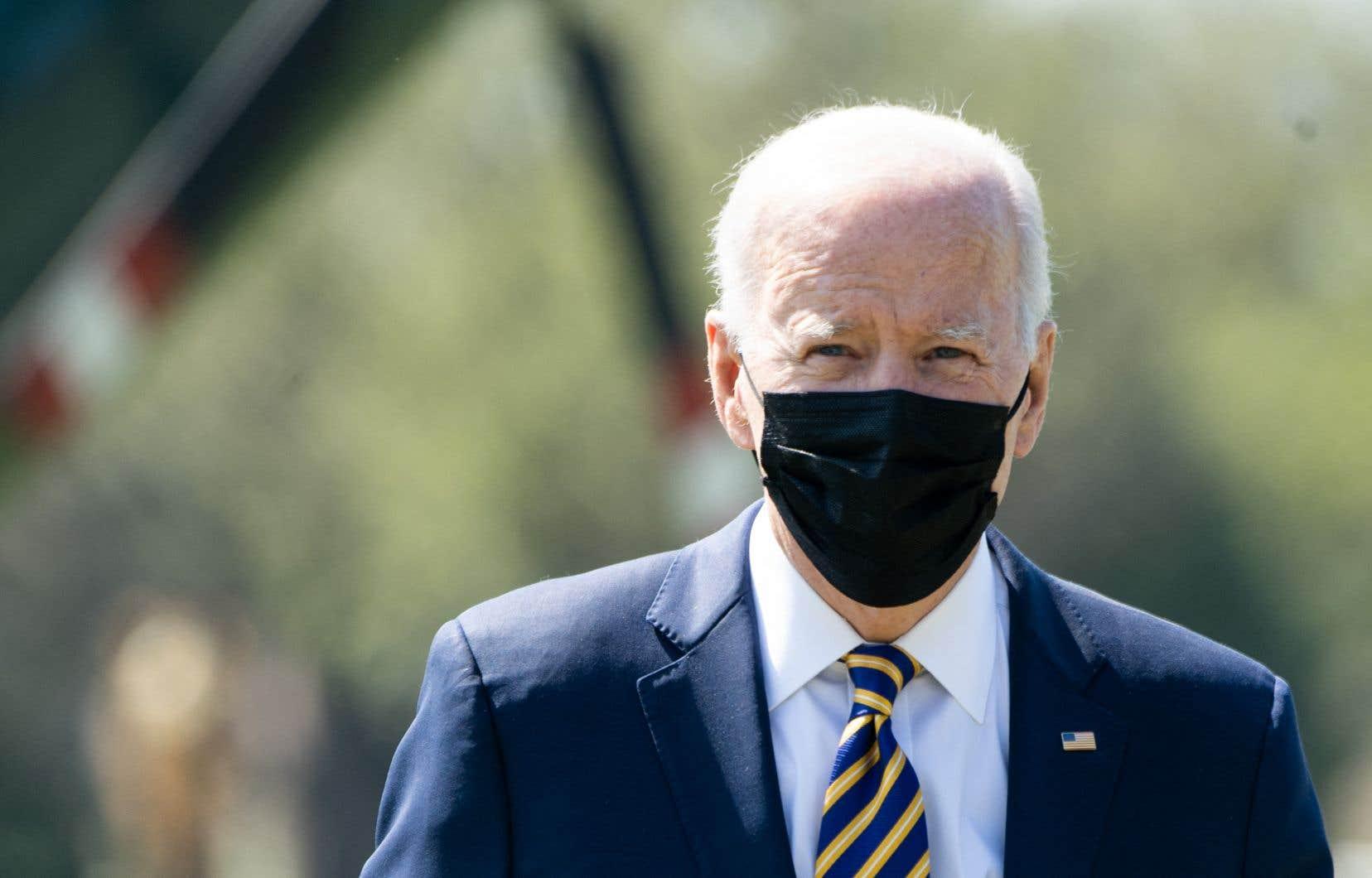 «Par [ses] déclarations, Joe Biden solidifie une alliance historiquement contre nature entre la Russie et la Chine en divisant le monde de manière manichéenne entre les États démocratiques et les États autoritaires d'une manière qui pourrait bien jeter les bases d'une nouvelle guerre froide», écrit l'auteur.