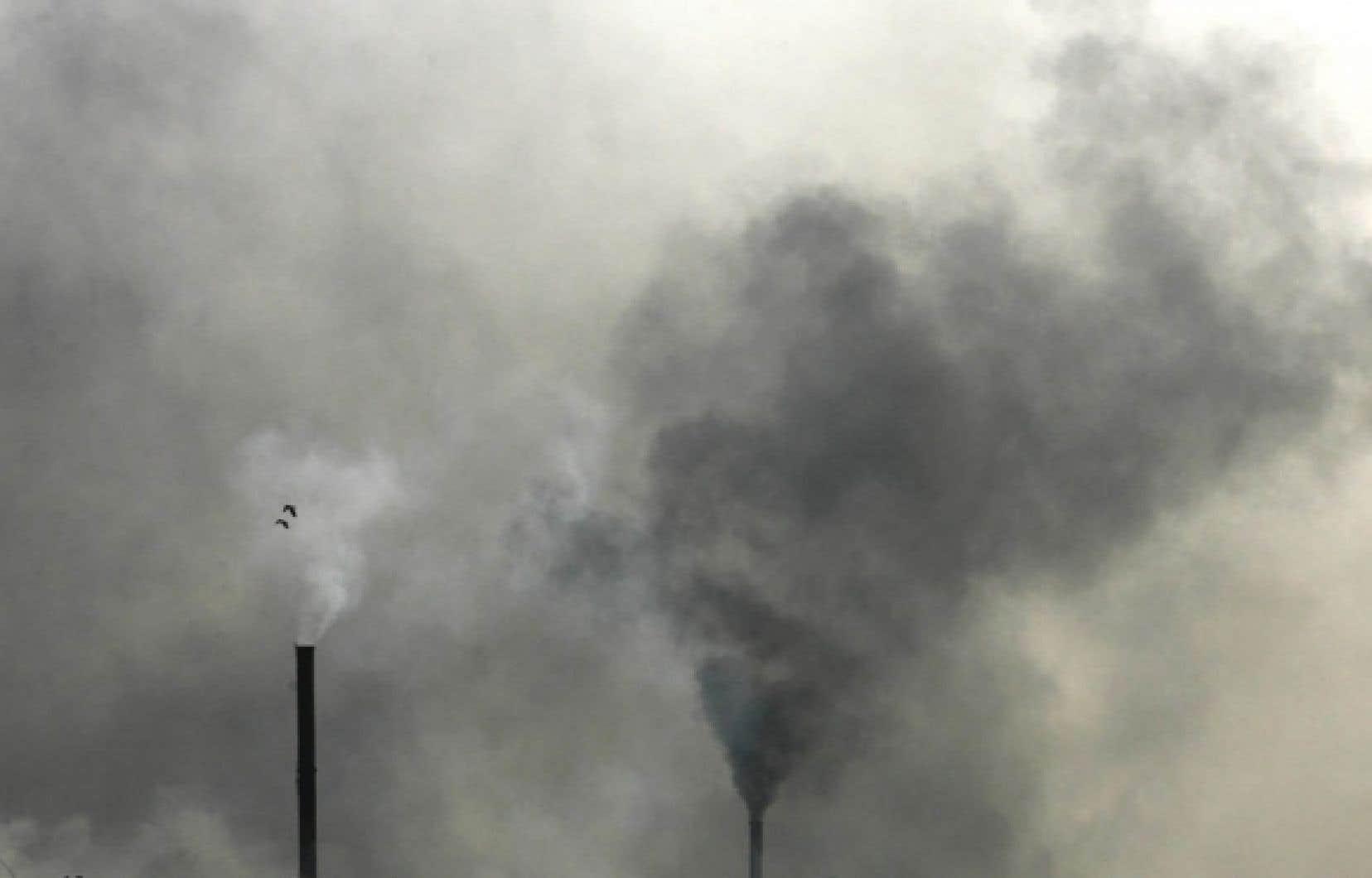Les amendements apportés au Clean Air Act en 1990 vont coûter globalement à la société étatsunienne 65 milliards par année en 2020. Mais les bénéfices les plus facilement identifiables vont s'élever à 2 billions.