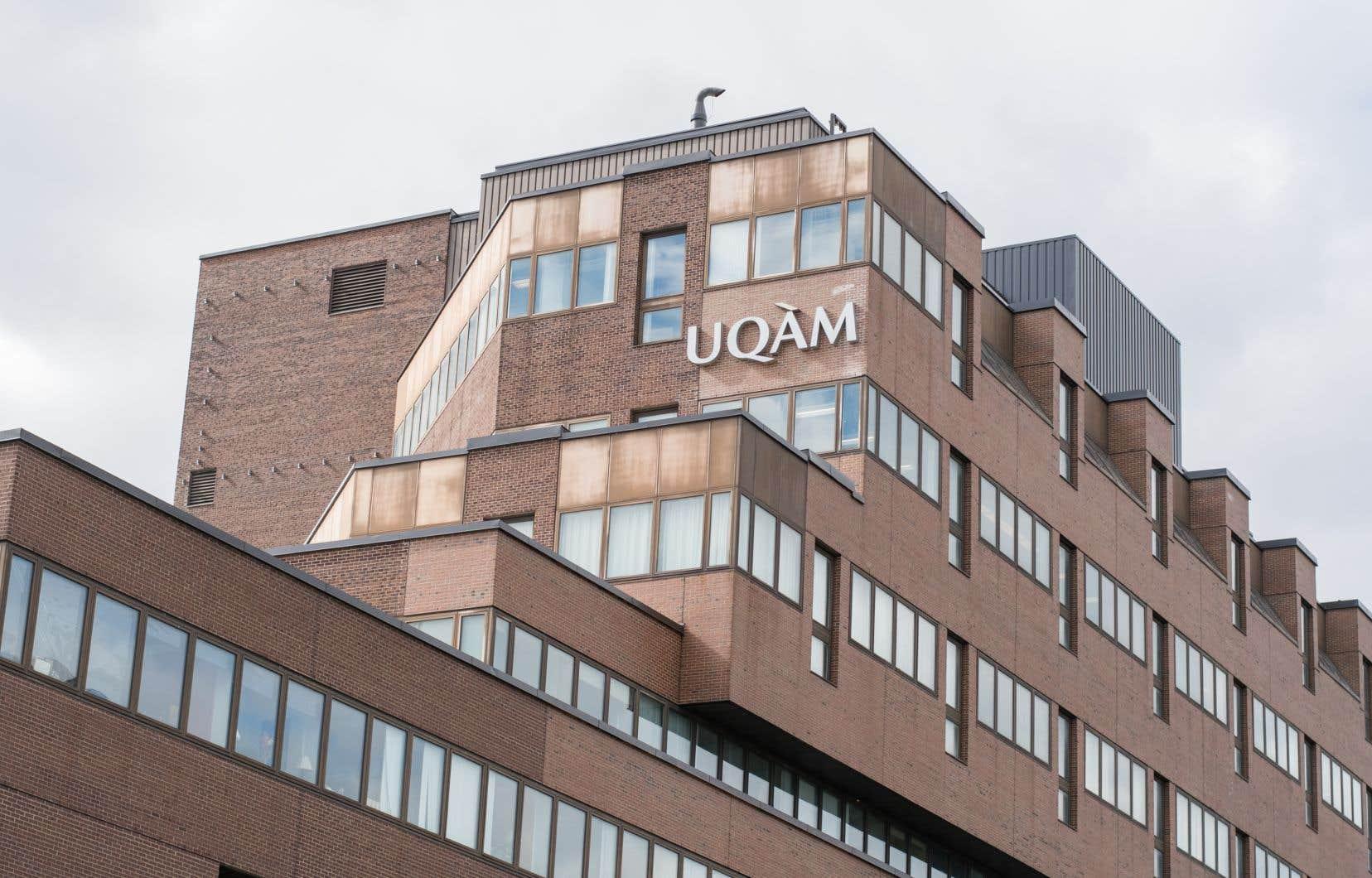 «La liberté d'expression, qui est une valeur chère à l'UQAM, ne justifie pas de telles atteintes», avait indiqué dimanche une porte-parole de l'UQAM.