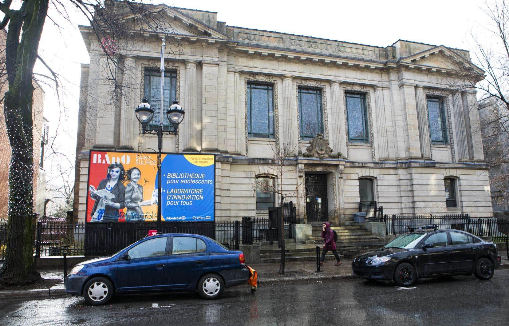 La bibliothèque Saint-Sulpice, sise sur la rue Saint-Denis à Montréal, a été dessinée par l'architecte Eugène Payette avant d'être construite en 1915 à l'instigation des prêtres sulpiciens.