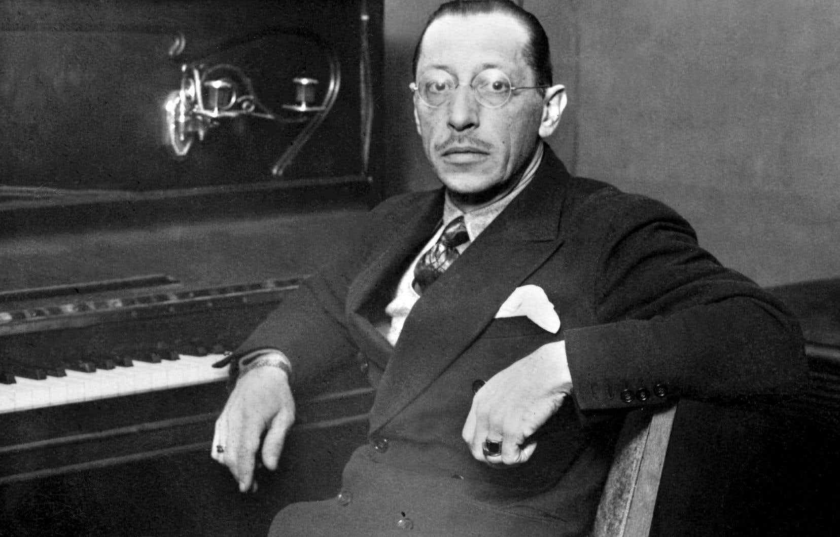 Le compositeur Igor Stravinski (1882-1971) pose à Paris en 1955.