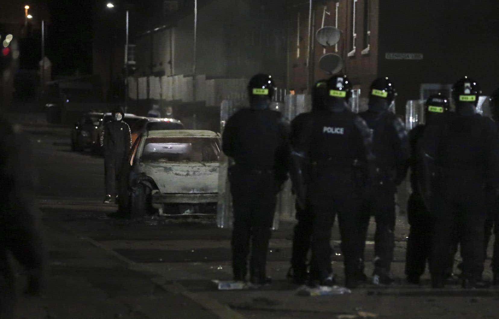 À Belfast, des heurts ont eu lieudans la nuit de vendredi à samedi.Des cocktails Molotov et des projectiles ont été lancés sur des policiers, a indiqué le service de police de la ville.