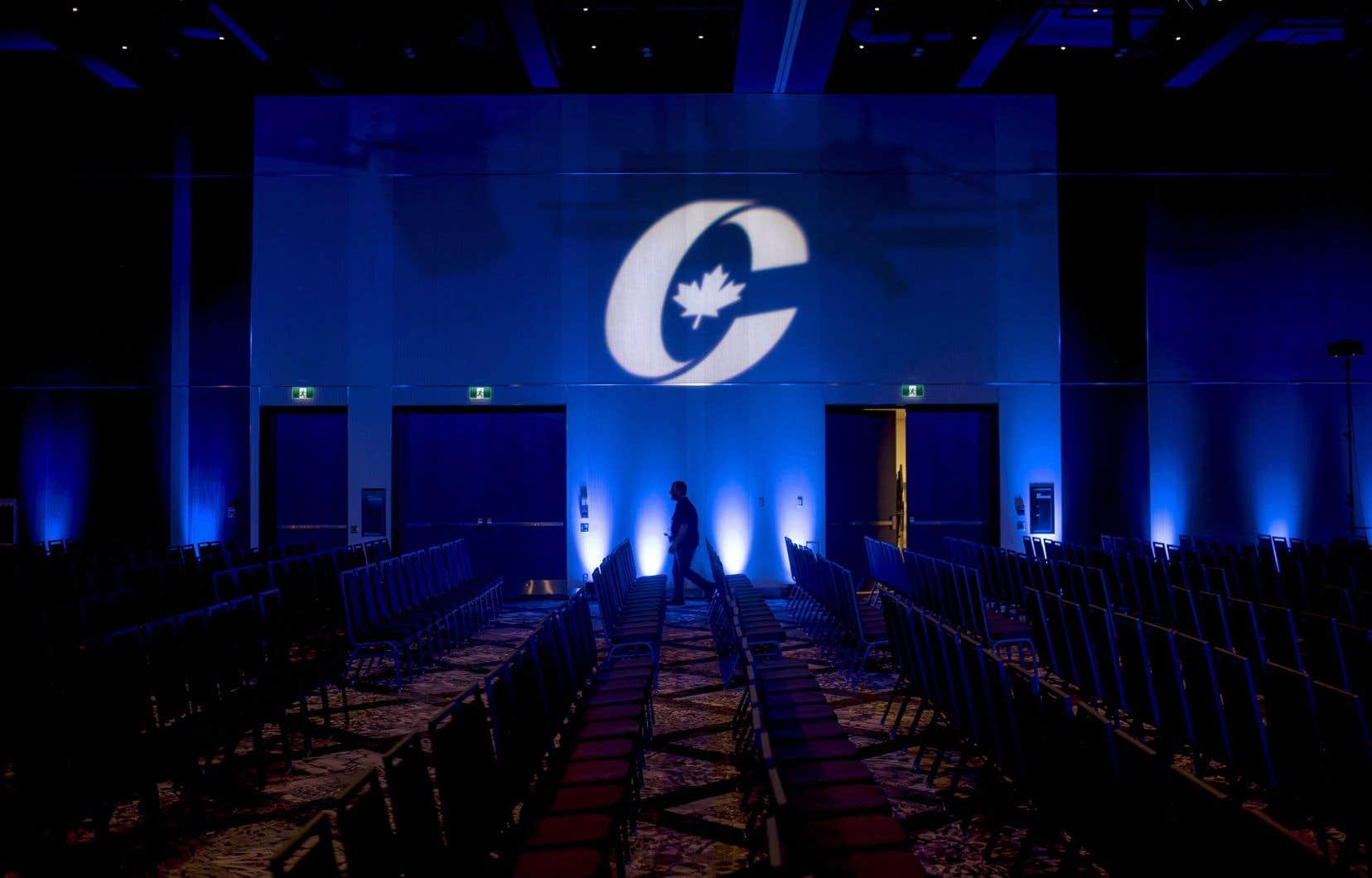Les organisateurs ont déclaré qu'au moins 500 personnes étaient inscrites pour assister à l'événement virtuel.