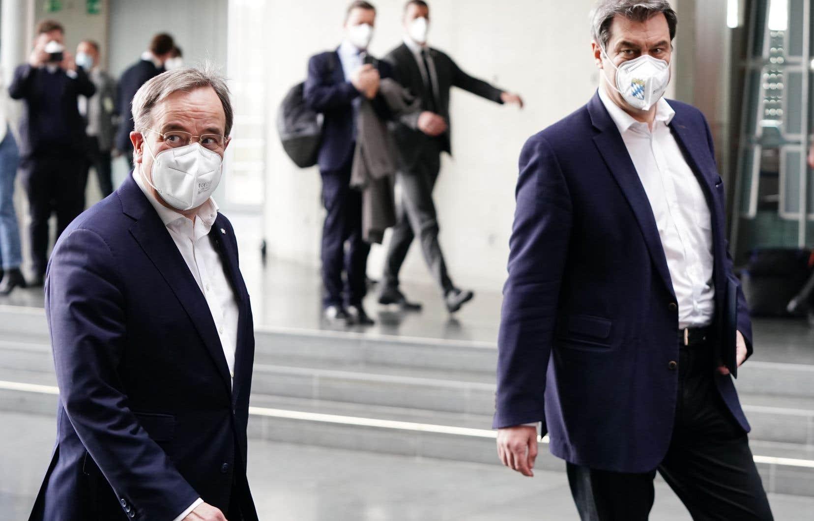 Le Bavarois Markus Söder (à droite) et le chef du parti CDU, Armin Laschet (à gauche), briguent l'investiture des conservateurs.