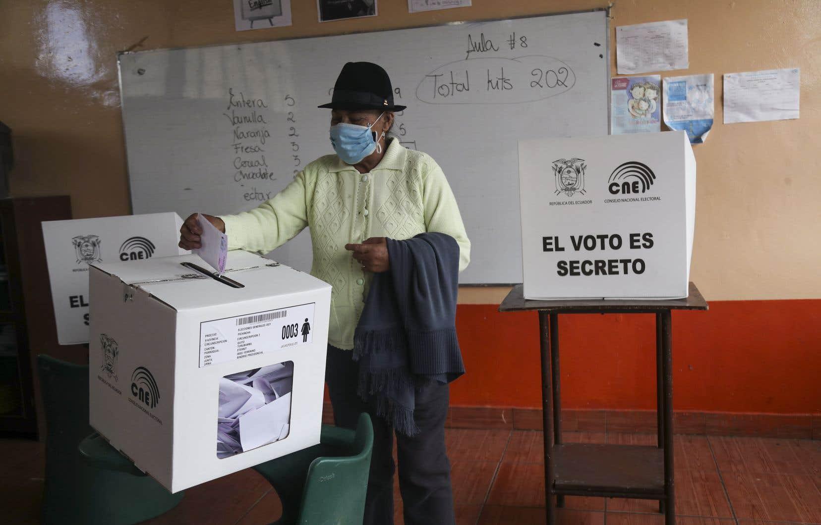 L'élection s'est déroulée sur fond d'aggravation par la pandémie de COVID-19 de la sévère crise économique que traverse le pays.