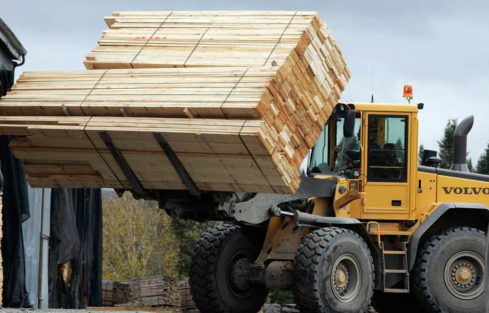 L'annonce de la transaction entre Rayonier et GreenFirst survient dans un contexte de flambée des prix du bois d'œuvre.