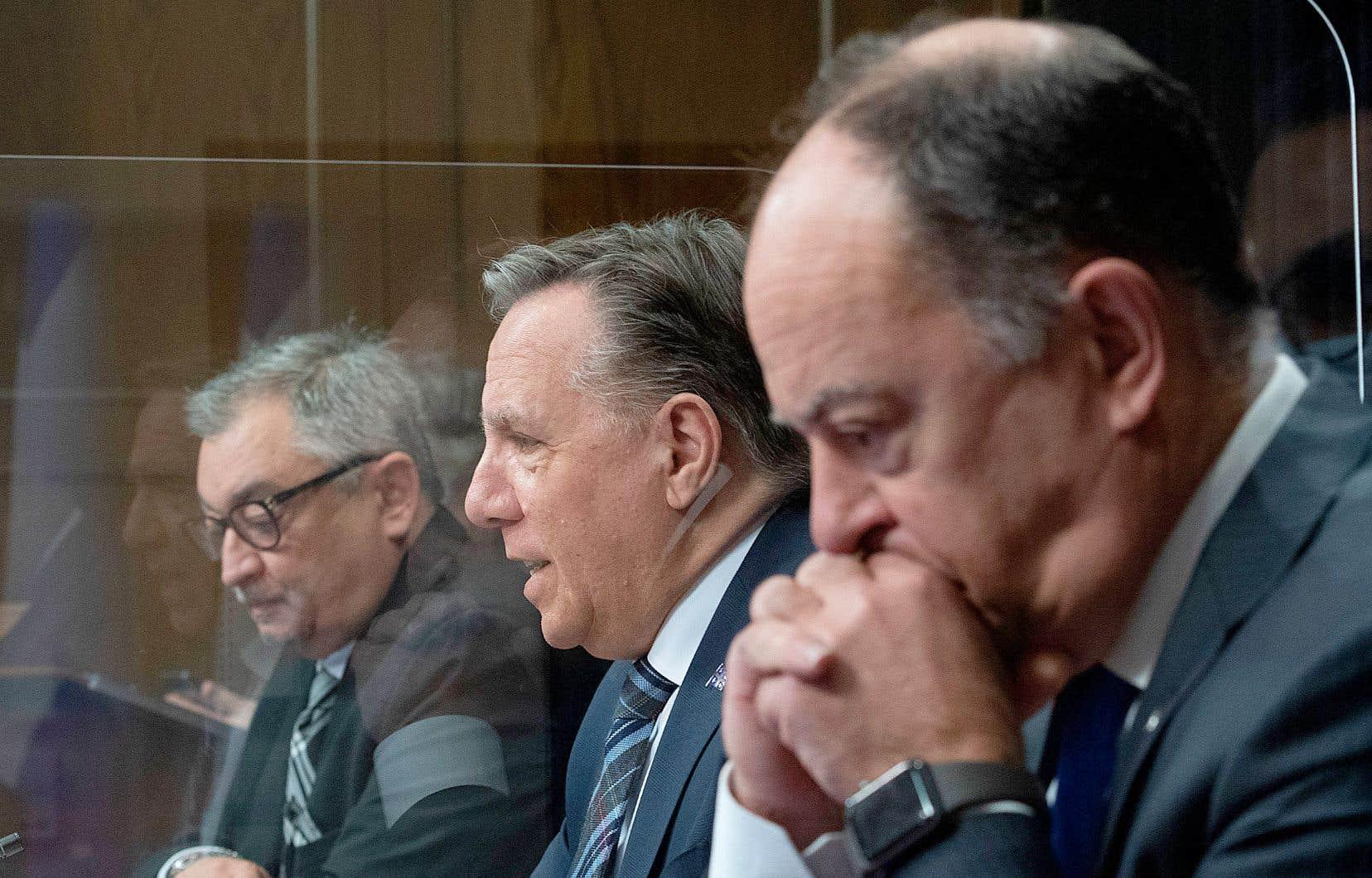 Le Directeur de la santé publique, Horacio Arruda, le Premier ministre, François Legault, et le ministre de la Santé, Christian Dubé en conférence de presse.