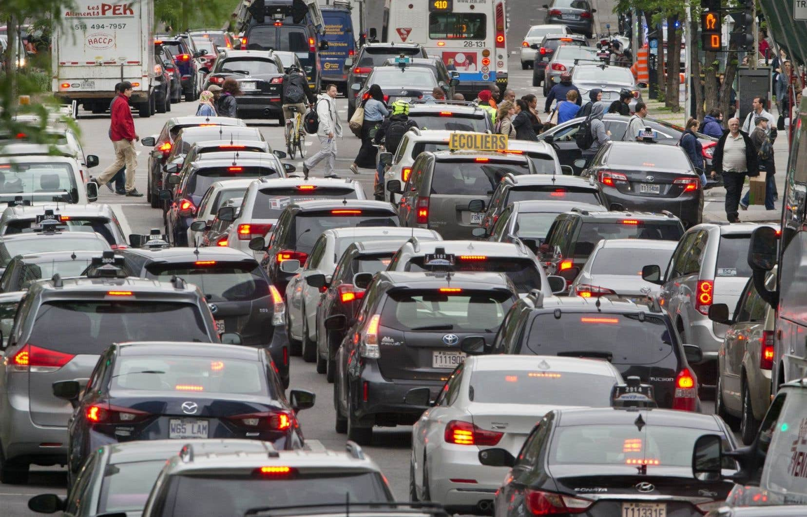 Au Québec, près de la moitié des émissions de GES viennent du secteur des transports.
