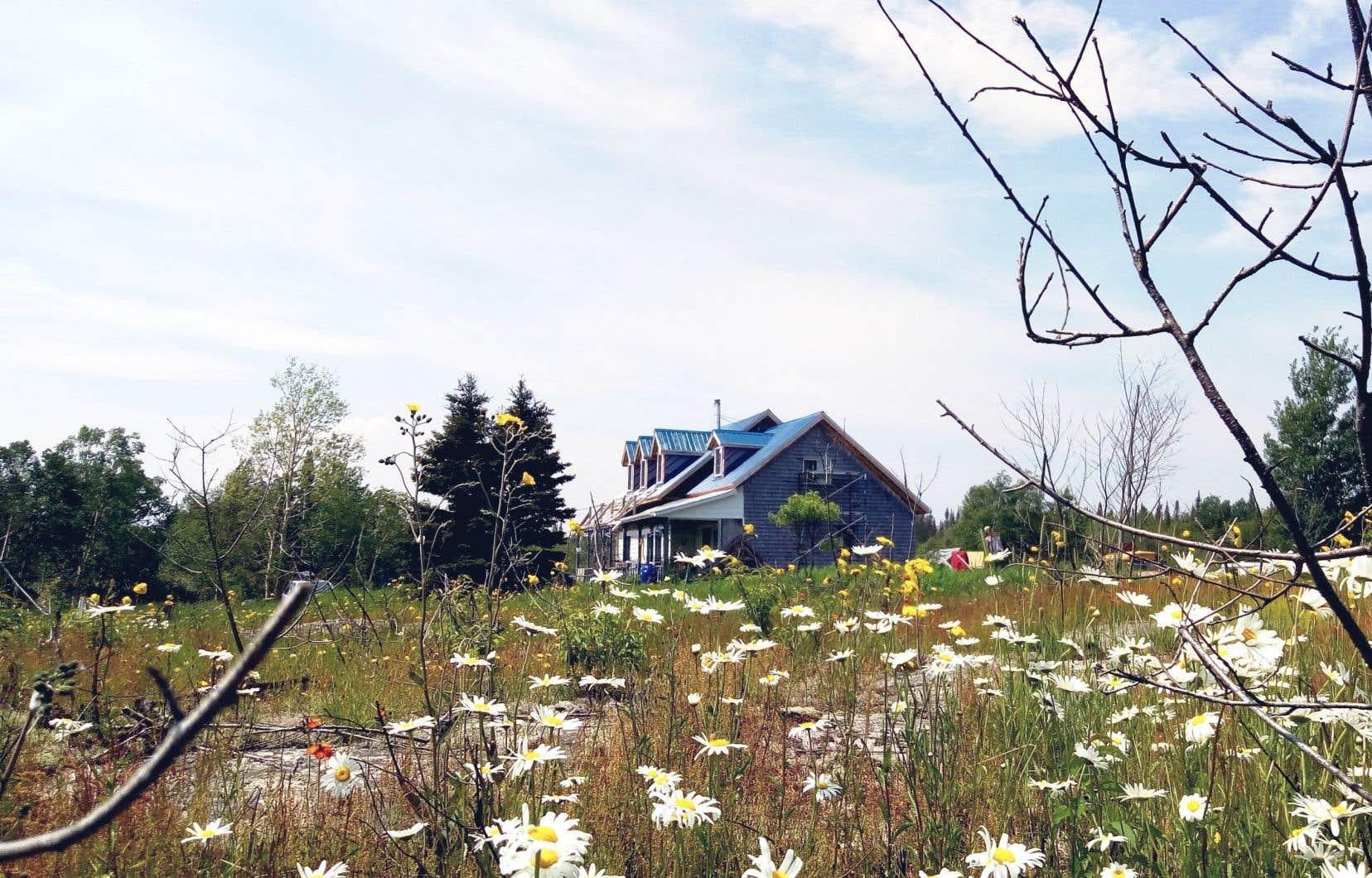 L'Auberge la Grande, située dans le petit village des Bergeronnes, sera prête à recevoir ses premiers visiteurs dès le 1erjuillet.