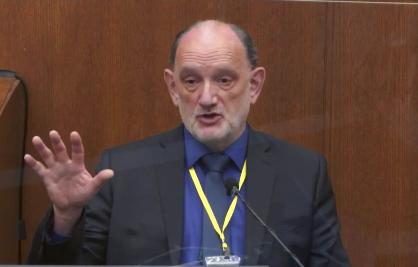 Pour David Fowler, médecin à la retraite après avoir occupé pendant 17ans le poste de médecin légiste en chef du Maryland, George Floyd est décédé des suites d'une faiblesse cardiaque couplée à une consommation de drogues illégales cette journée-là.