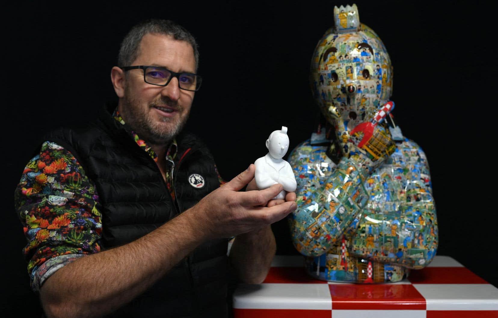 Le plasticien Christophe Tixier, alias «Peppone», pose avec des œuvres représentant les personnages de «Tintin» dans son atelier de La Roque d'Antheron, dans le sud de la France.