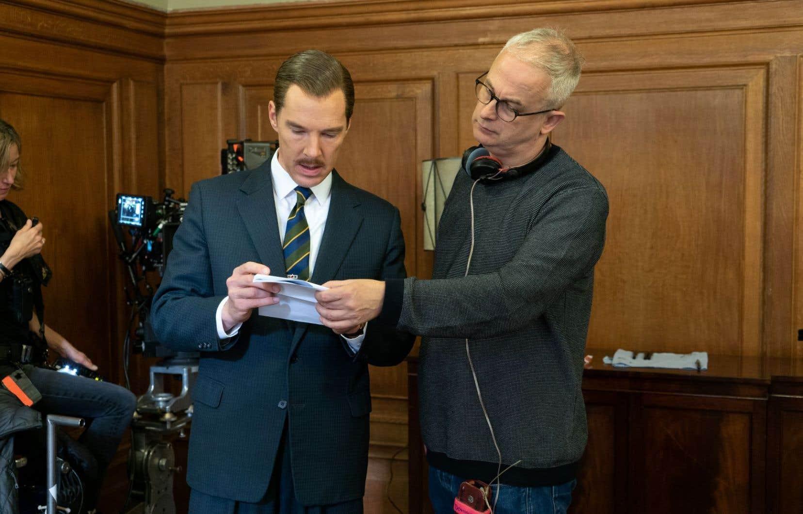 Le réalisateur Dominic Cooke avec l'acteur Benedict Cumberbatch (à gauche) sur le plateau de «The Courier»