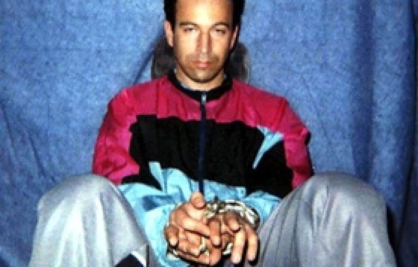 Cette photo de Daniel Pearl a été diffusée en janvier 2002 sur Internet par les militants djihadistes qui l'avaient enlevé.