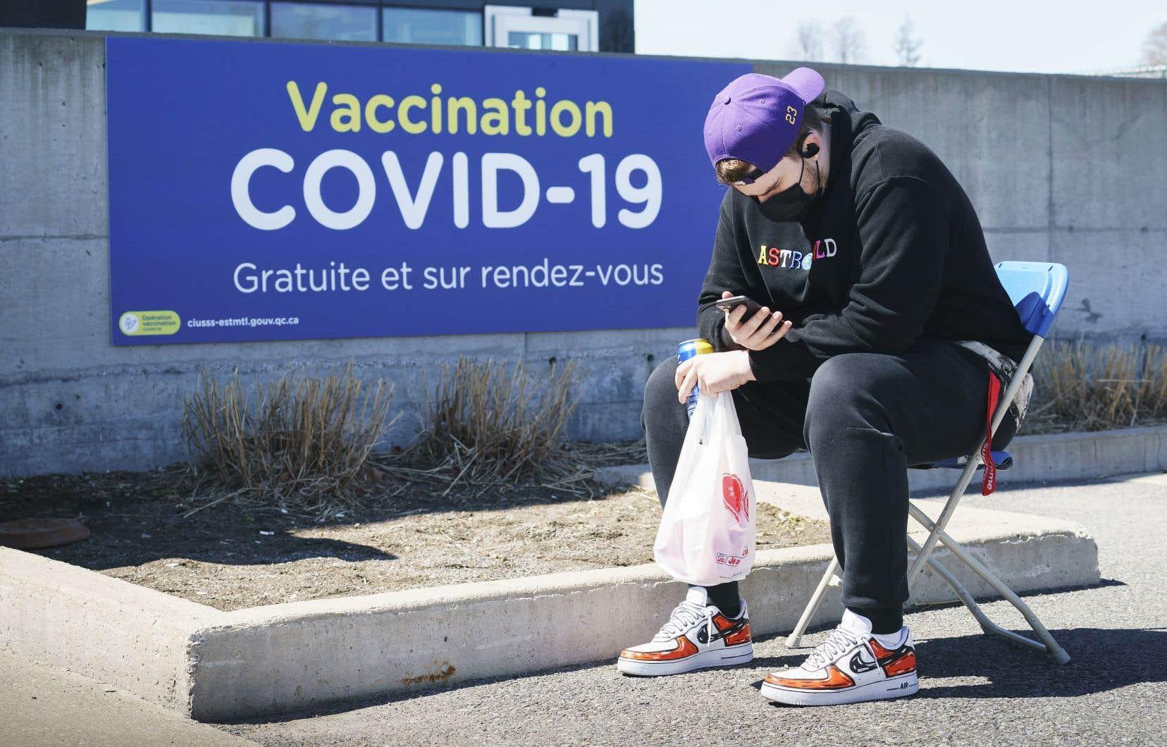 «La semaine dernière, des plages réservées aux travailleurs essentiels donnaient l'impression d'être des plages libres, explique Dre Marie-France Raynault, cheffe du Département de médecine sociale et préventive du CHUM. Ce n'est plus le cas. Les gens y vont sur rendez-vous, plutôt que de faire la file.»