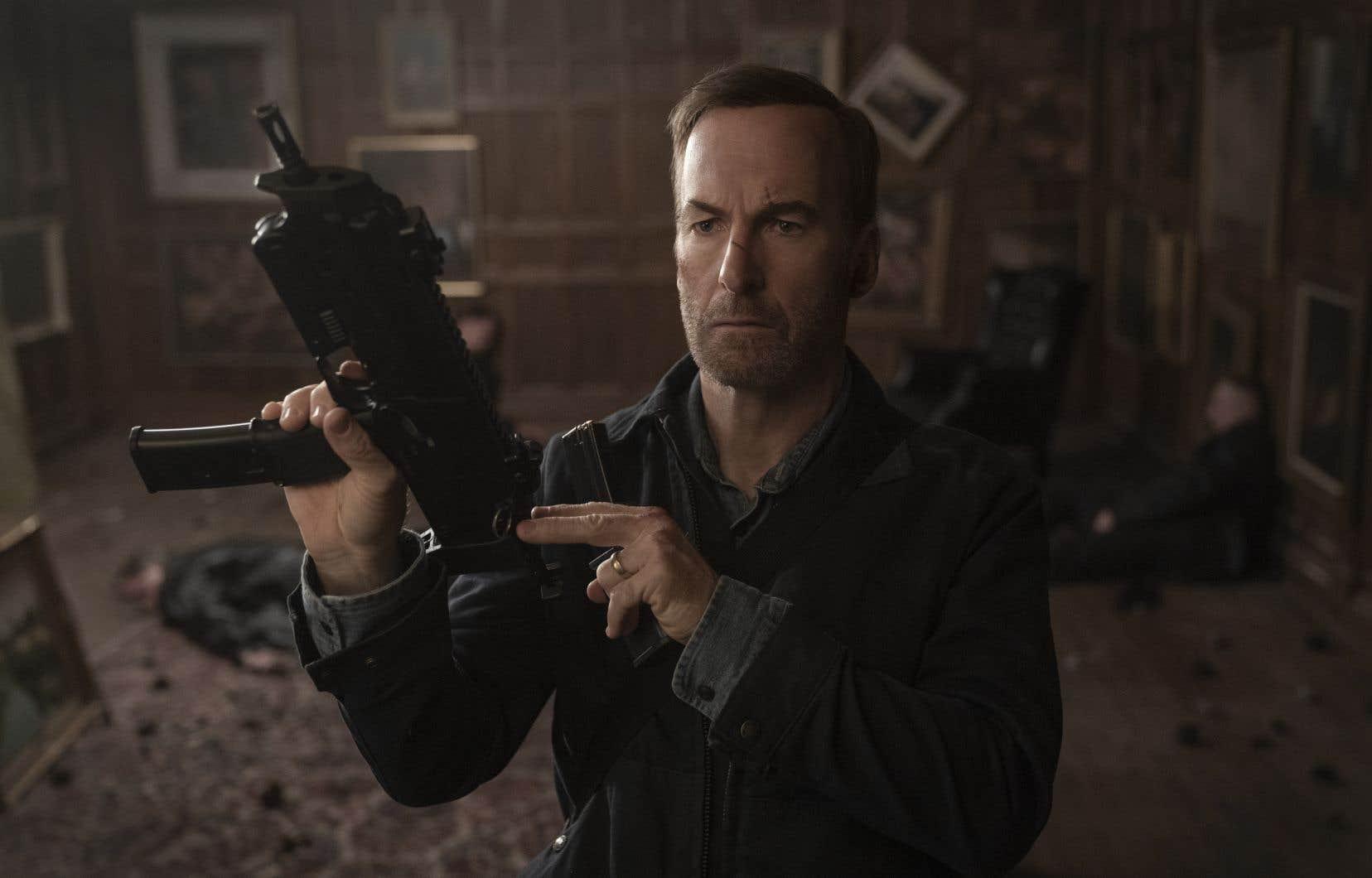 Dans <em>Nobody</em>, Bob Odenkirk (<em>Better Call Saul</em>) incarne un ex-tueur professionnel qui se voit contraint de reprendre du service.