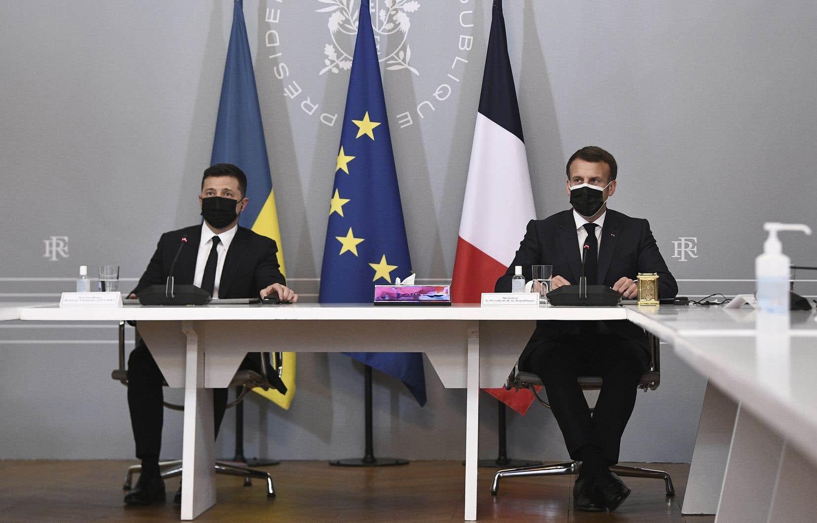 Volodymyr Zelensky et Emmanuel Macron, lors d'une conférence de presse après leur rencontre à l'Élysée, le vendredi 16 avril