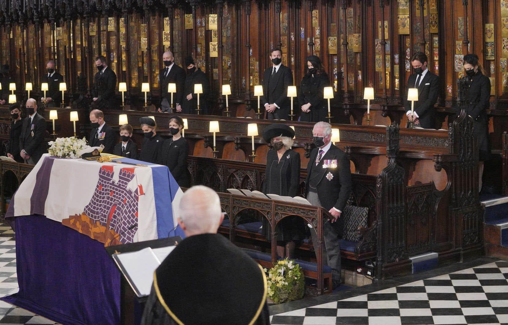 La cérémonie, dans la chapelle Saint-George de Windsor, était en comité restreint à 30 personnes à cause de la pandémie. Seuls les membres de la famille royale y assistaient.