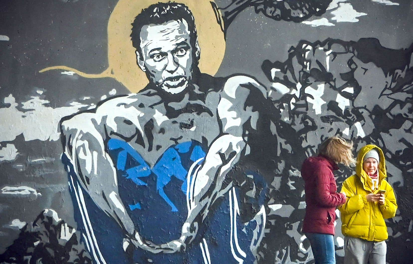 L'opposant russe, ici représenté dans une fresque d'Eva Busevich, a arrêté de s'alimenter le 31 mars pour protester contre ses mauvaises conditions de détention. Des médecins craignent qu'il ne fasse rapidement un arrêt cardiaque.