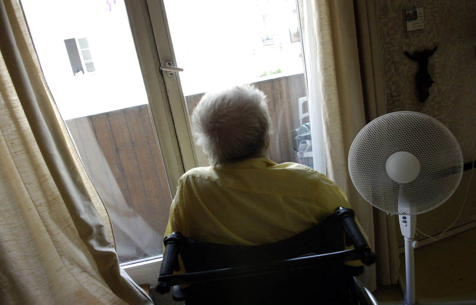 «Pour les personnes âgées isolées vivant dans des appartements inadéquats — dont l'isolement et les problèmes psychologiques ont généralement été renforcés par la pandémie — avoir accès à la fraîcheur du soir représente une question de vie ou de mort», estime l'auteur.