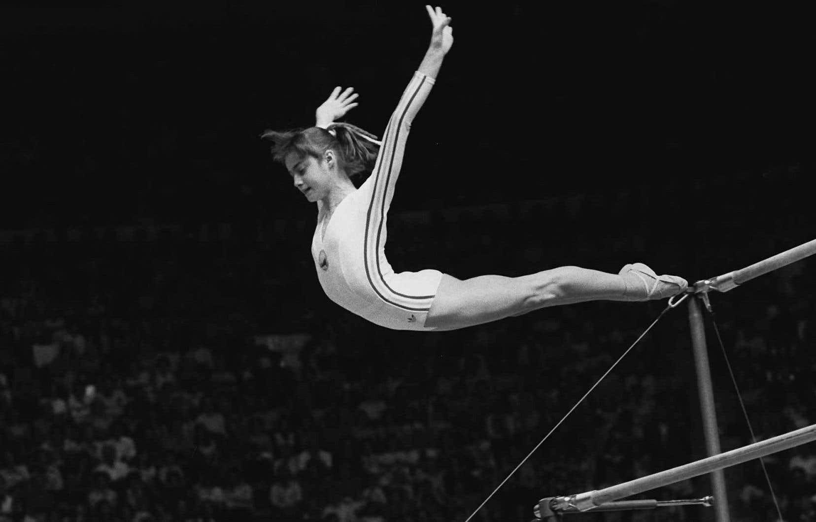 Reine des Jeux olympiques de Montréal en 1976, Nadia Comaneci, nommée «Héroïne du travail socialiste» par le dictateur Nicolae Ceausescu, n'a pas pour autant échappé aux brimades: elle a été «tourmentée, intimidée, humiliée», souligne l'historien Stejarel Olaru.
