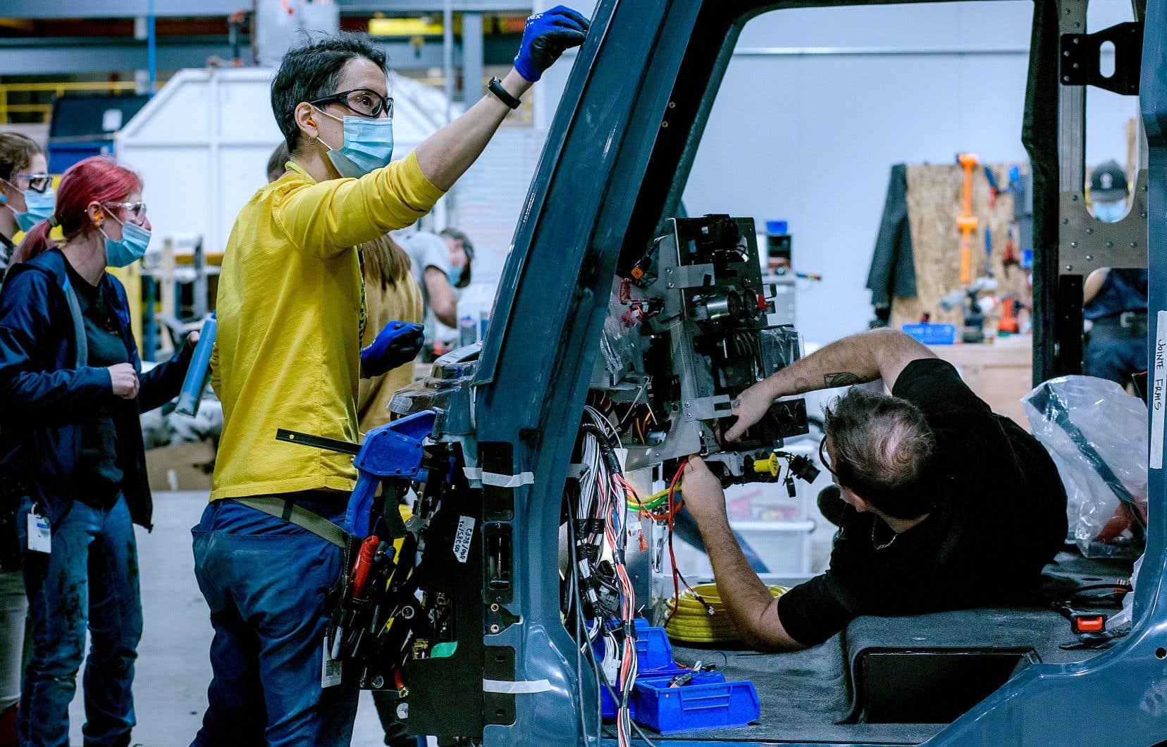 L'usine de Saint-Jérôme a une capacité de production de 2500véhicules par année, et l'entreprise compte un peu plus de 300véhicules en circulation.