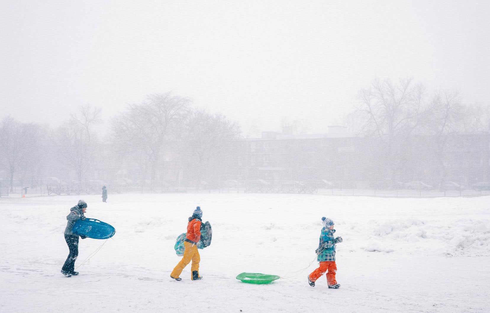 La neige a tardé à venir cette année. Pendant cette tempête du 30 décembre 2020, les gens se sont rués vers les glissades du parc Pelican et Lafond dans le quartier Rosemont.