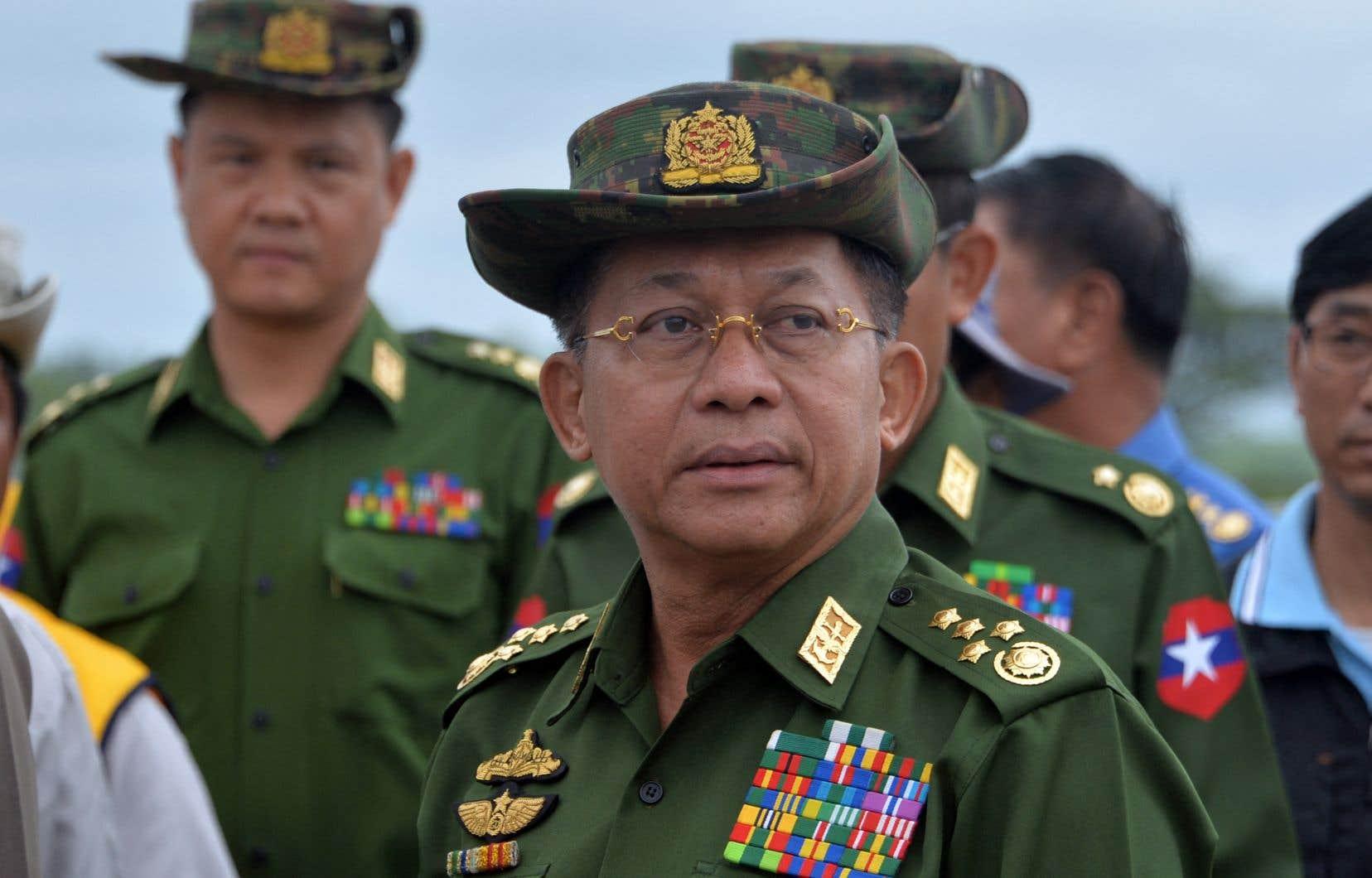 Le principe de ces nouvelles sanctions avait été décidé le 22 mars, lorsque les ministres européens ont sanctionné onze personnes, dont le chef de la junte, le général Min Aung Hlaing.