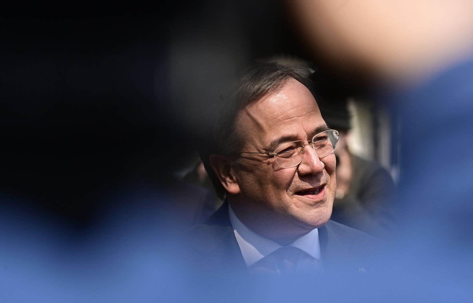 Candidat naturel de la CDU dont il a pris la tête en janvier, Armin Laschet est un partisan de la continuité avec le cap centriste d'Angela Merkel.