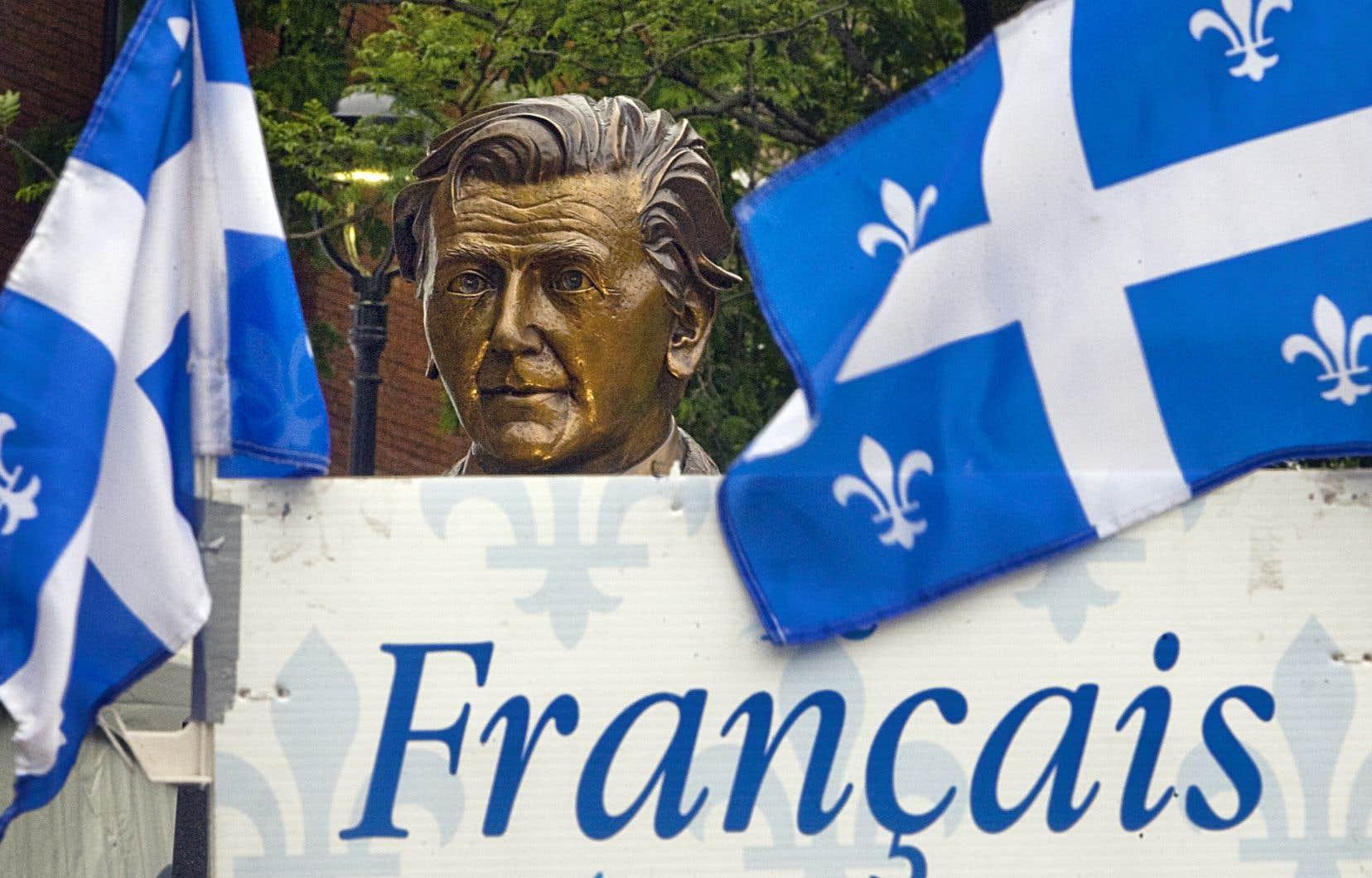 Un buste de Camille Laurin se trouve au parc de la Francophonie, à Québec, tout près de l'Assemblée nationale. Un buste jumeau (en photo) se trouve dans le parc adjacent de l'édifice Camille-Laurin, qui abrite l'Office de la langue française à Montréal.