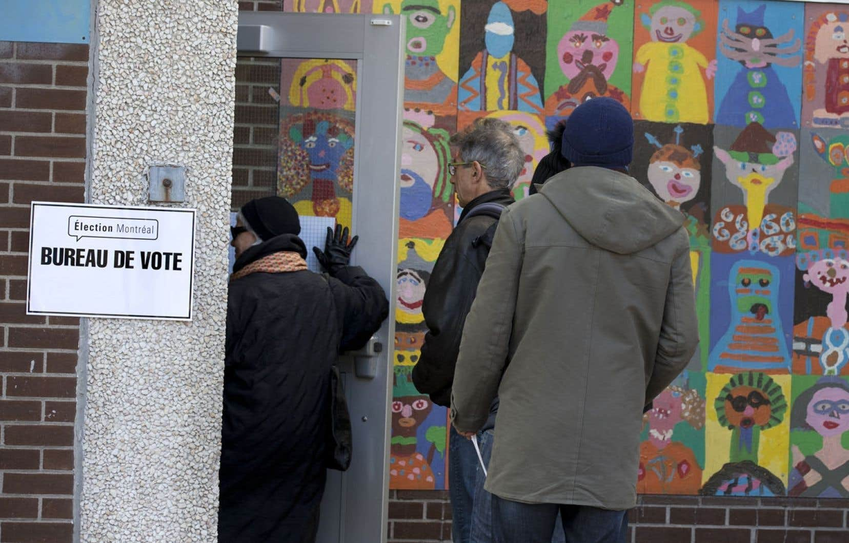 Élargir le vote postal aux 70ans et plus pourrait retarder le décompte, plaide le président d'élections greffier de la Ville de Montréal, Me Yves Saindon.