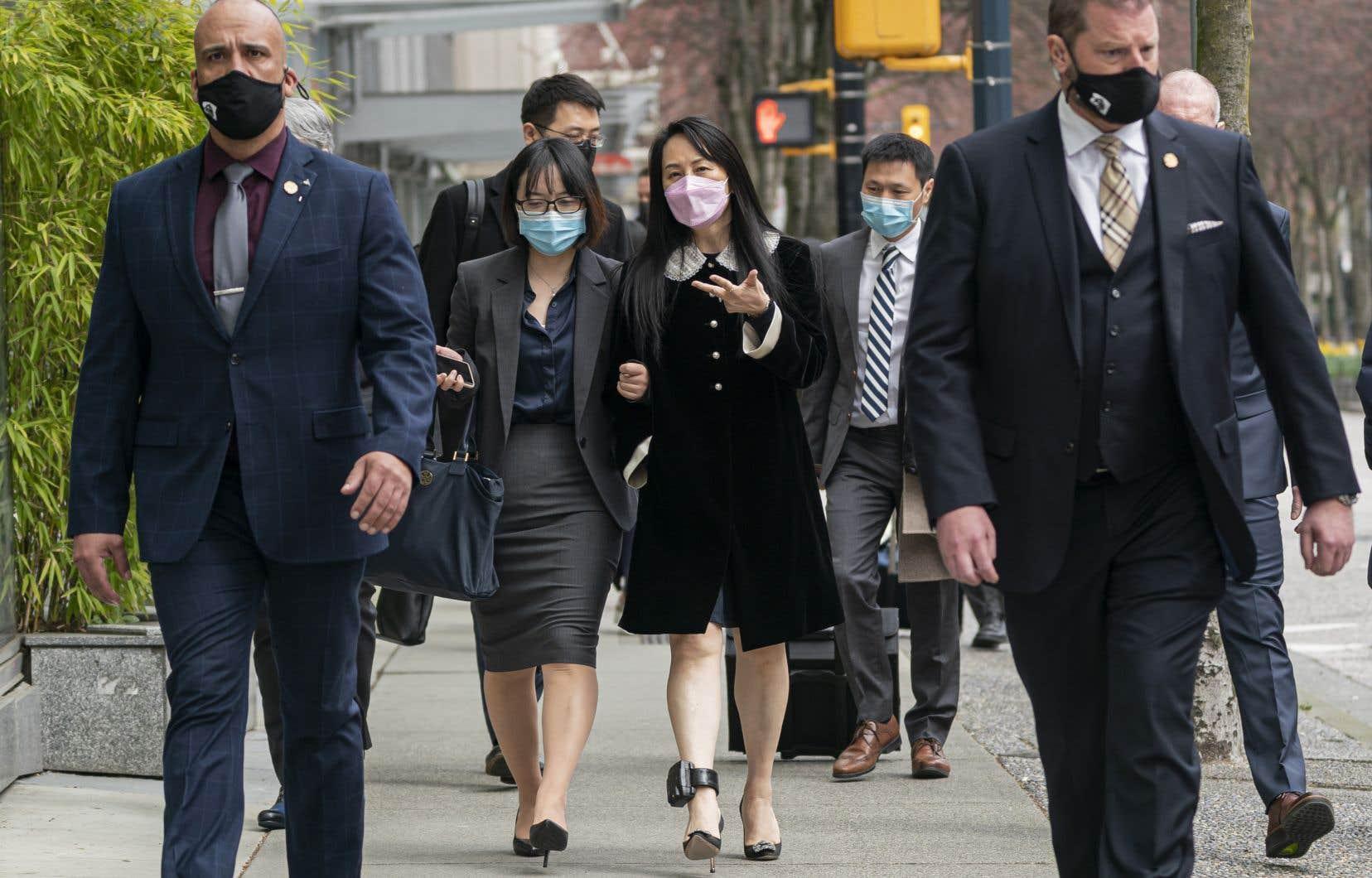 Meng Wanzhou (au centre), directrice financière du géant chinois des télécommunications Huawei, a été arrêtée à l'aéroport de Vancouver en décembre 2018 à la demande des États-Unis.