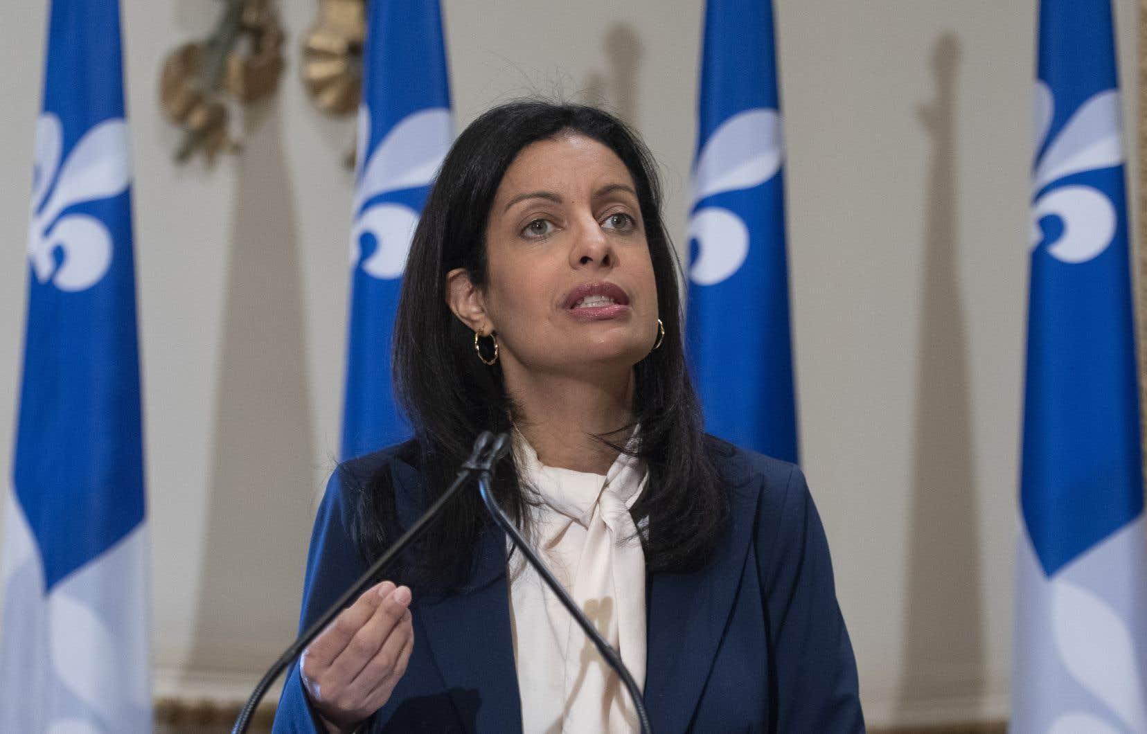 La cheffe libérale Dominique Anglade «vient d'échouer [à] son test de leadership» en affirmant qu'elle laissera les tribunaux décider du sort de la loi 21, selon François Legault.