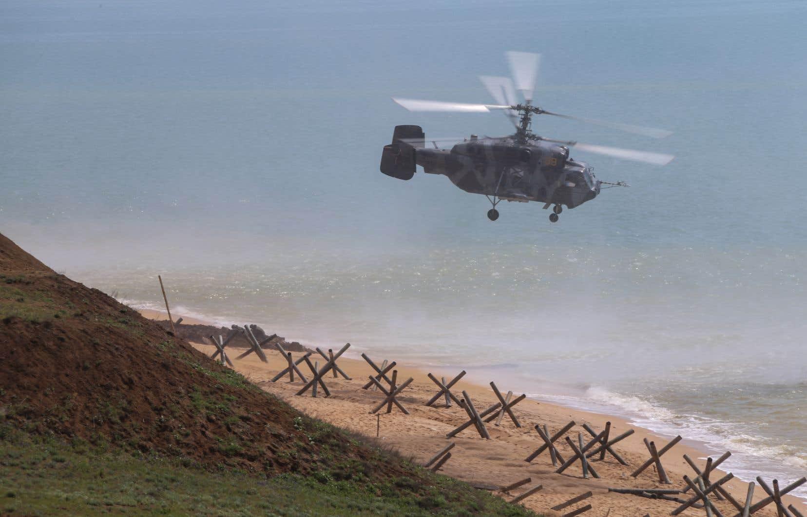 Un hélicoptère militaire russe Kamov Ka-29 participant à un exercice militaire.